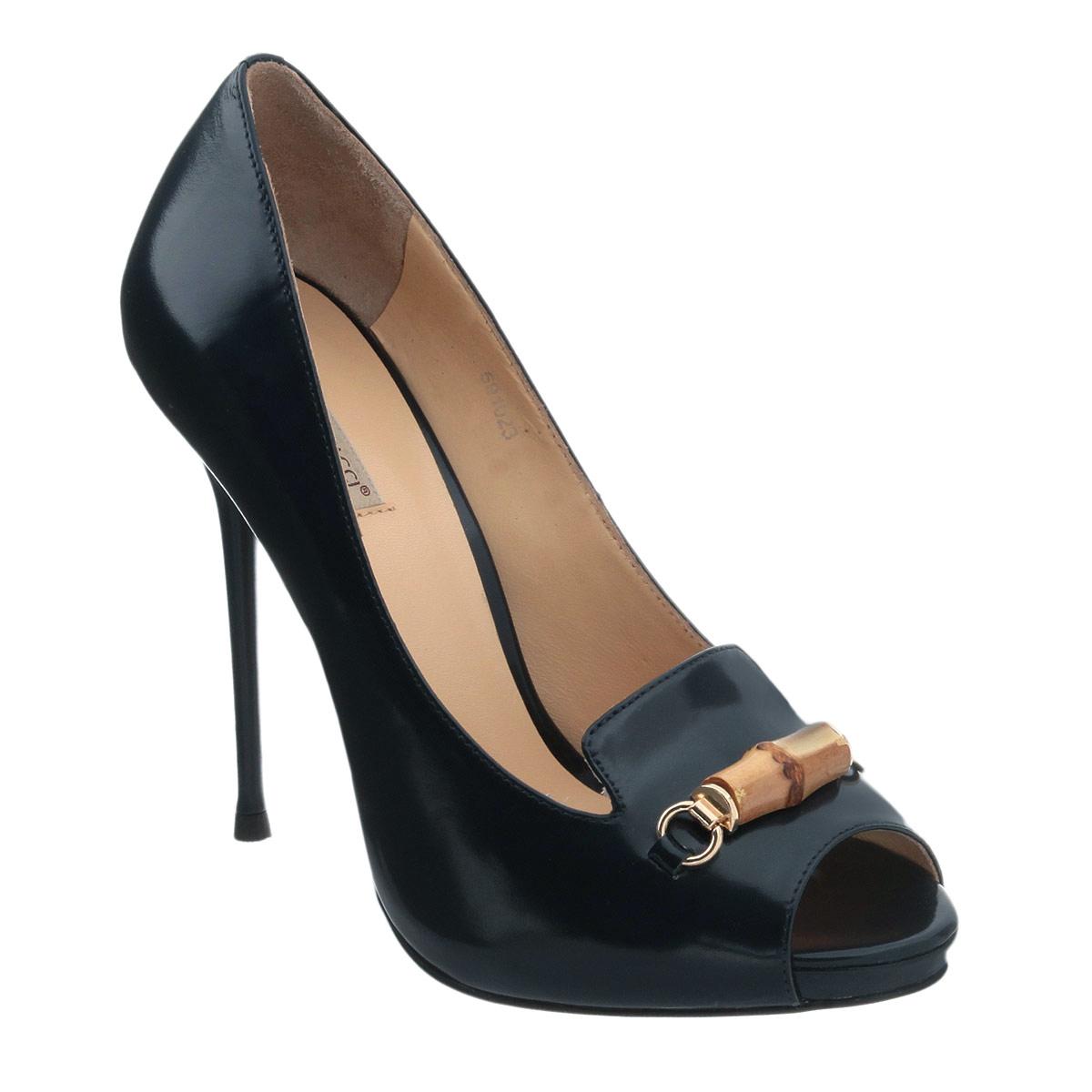 Туфли женские. 59102591021Модные женские туфли Vitacci, стилизованные под лоферы, заинтересуют вас своим дизайном. Модель выполнена из натуральной высококачественной кожи. Мыс туфель оформлен металлическим украшением оригинальной формы со вставкой из бамбука. Открытый носок добавляет женственности в образ. Верх изделия дополнен небольшими вырезами. Подкладка и стелька из натуральной кожи обеспечивают комфорт при движении. Ультравысокий каблук-шпилька компенсирован скрытой платформой. Подошва дополнена противоскользящим рифлением. Роскошные туфли помогут вам создать элегантный образ.