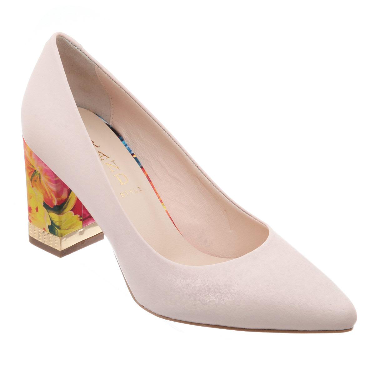 Туфли женские. 105-28-245105-28-245Оригинальные женские туфли от Grand Style позволят вам выделиться среди окружающих. Модель выполнена из натуральной кожи. Каблук оформлен цветочным принтом и металлической вставкой с гравированным узором. Заостренный носок - тренд сезона! Мягкая стелька из натуральной кожи невероятно комфортна при ходьбе. Умеренной высоты каблук - с противоскользящим рифлением. Эффектные туфли внесут изюминку в ваш модный образ.