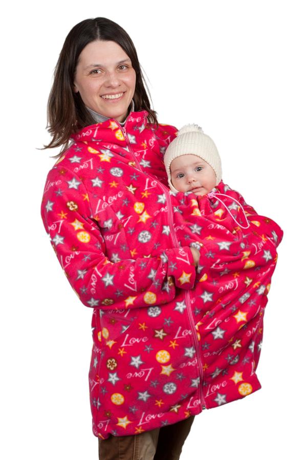 МПФ03-00MКомфортная флисовая слингокуртка 3в1 Чудо-Чадо Мама плюс, изготовленная из 100% полиэстера (флиса оптимальной плотности 220 г/м2) - настоящая находка для энергичных и активных мам. Такой флис очень хорошо держит тепло и лучше терморегулирует. Поэтому куртку можно носить при температуре от +5°С (с поправкой на индивидуальность и количество остальной одежды), а благодаря небольшой толщине удобно использовать как поддевку зимой. Кроме того, по сравнению с обычным флисом, полар приятнее на ощупь, не скатывается, не деформируется, не садится и долго сохраняет цвет. Вместе с малышом вы сможете гулять, путешествовать и просто заниматься разными делами. Слингокуртку можно носить во время беременности - со вставкой для беременных (беременный животик на любом сроке поместится за счет свободного кроя), носите малыша под курткой после родов, используя капюшон для малыша, и безо всяких вставок - для повседневной жизни. Главные особенности куртки - прорези на уровне груди, благодаря которым,...