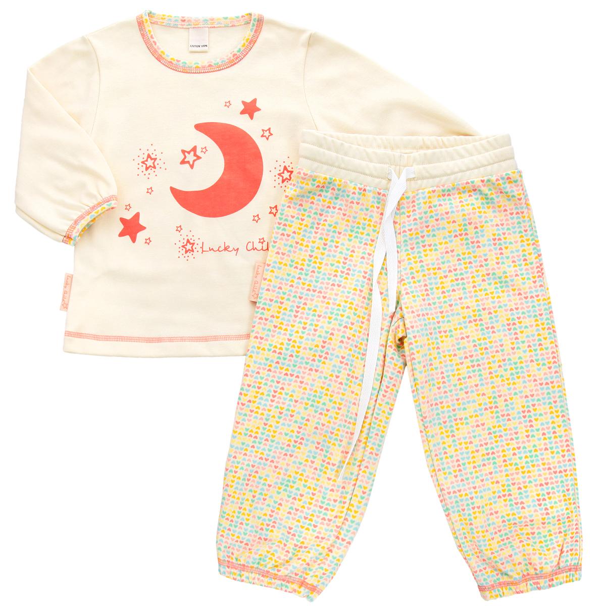 Пижама для девочки. 12-40012-400Очаровательная пижама для девочки Lucky Child, состоящая из футболки с длинным рукавом и брюк, идеально подойдет вашей дочурке и станет отличным дополнением к детскому гардеробу. Изготовленная из натурального хлопка - интерлока, она необычайно мягкая и приятная на ощупь, не раздражает нежную кожу ребенка и хорошо вентилируется, а эластичные швы приятны телу и не препятствуют его движениям. Футболка трапециевидного кроя с длинными рукавами и круглым вырезом горловины оформлена спереди оригинальной термоаппликацией в виде месяца, а также изображением звездочек и названием бренда. Горловина и низ рукавов оформлены принтом с мелким изображением сердечек. Низ изделия оформлен контрастной фигурной прострочкой. Брюки на талии имеют широкий эластичный пояс со шнурком, благодаря чему они не сдавливают животик ребенка и не сползают. Низ брючин присборен на эластичные резинки. Оформлены брюки принтом с мелким изображением сердечек по всей поверхности. Такая пижама идеально...