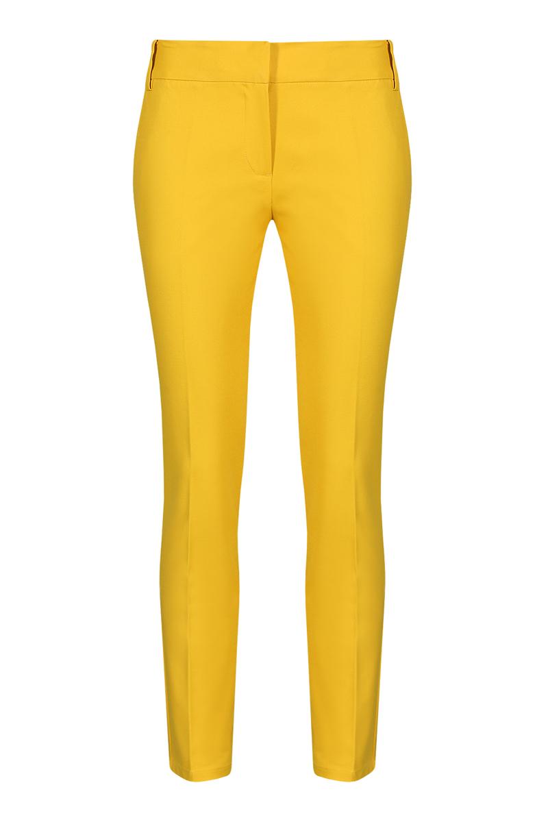 B295038Стильные женские брюки Baon со стрелками созданы специально для того, чтобы подчеркивать достоинства вашей фигуры. Модель прямого кроя с укороченными брючинами станет отличным дополнением к вашему современному образу. Застегиваются брюки на два крючка в поясе и ширинку на застежке-молнии, имеются шлевки для ремня. Спереди модель оформлена двумя втачными карманами, а сзади - имитацией прорезных кармашков на молниях. Эти модные и в тоже время комфортные брюки послужат отличным дополнением к вашему гардеробу. В них вы всегда будете чувствовать себя уютно и комфортно.