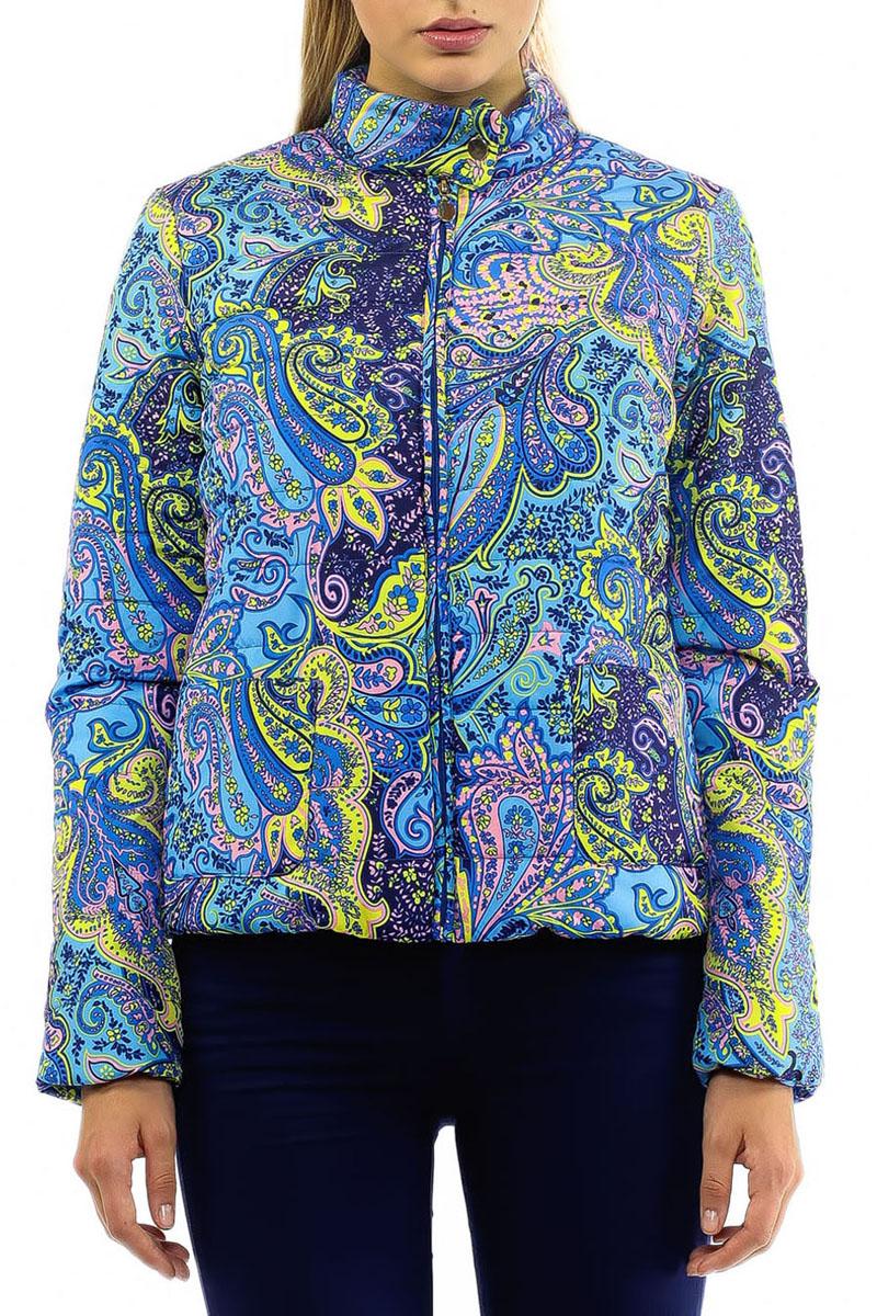 Куртка женская. B035009B035009Утепленная стеганая куртка Baon может стать вашей любимой моделью - ведь с ней будет так легко! Модель с воротником стойкой на кнопке и застежкой на молнию оформлена ярким орнаментом. На внутренней стороне предусмотрен вшитый карман на молнии. Спереди куртка дополнена двумя накладными карманами без застежки. Манжеты и низ изделия собраны на резинку, защищающую от продувания. Контрастная подкладка делает дизайн модели более интересным.