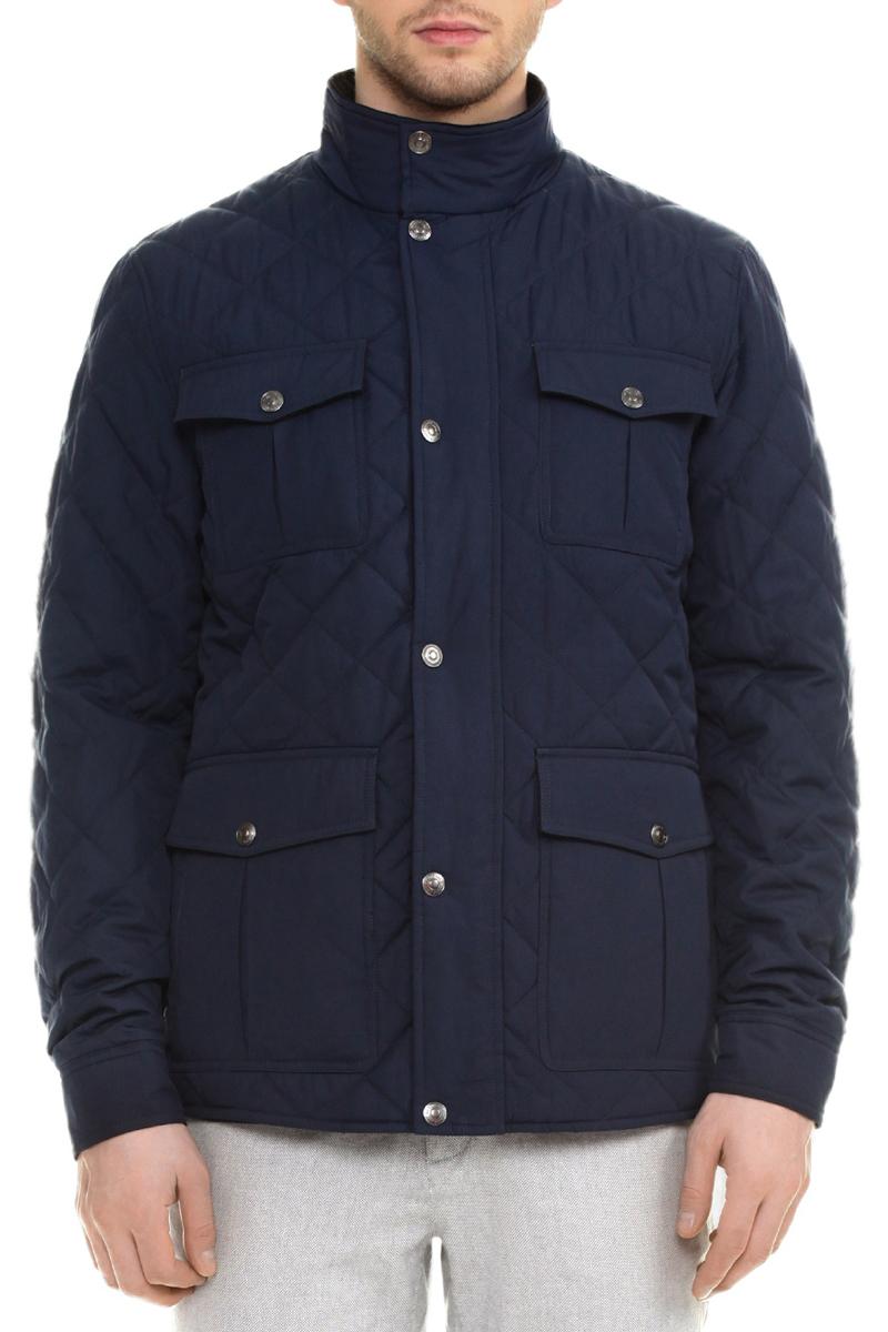 КурткаB535005Стильная стеганая мужская куртка Baon, изготовленная из водозащитной ткани с утеплителем из синтепона, подтвердит ваш статус модного и эффектного мужчины. Модель с воротником-стойкой застегивается на пластиковую застежку-молнию и дополнительно имеет ветрозащитный клапан на кнопках. Манжеты застегиваются на кнопки. По бокам куртка дополнена двумя большими накладными карманами с клапанами на кнопках и вшитыми карманами на молниях. На груди также расположены два кармана с клапанами на кнопках. Имеется внутренний кармашек на молнии. Такая куртка обеспечит вам не только красивый внешний вид и комфорт, но и дополнительную защиту от холода и ветра.