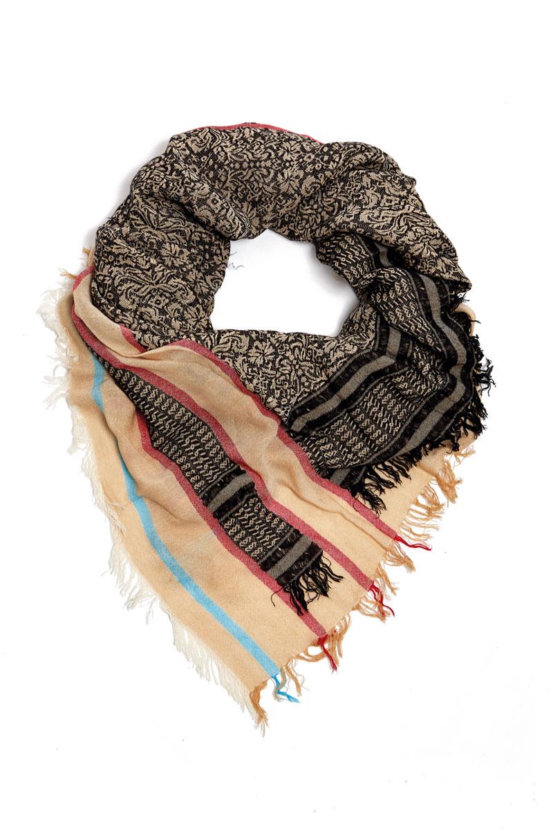 Платок женский. 21002-0421002-04GСтильный платок Moltini станет великолепным завершением любого наряда. Платок изготовлен из вискозы с добавлением шелка. Он украшен бахромой и оформлен красочным этническим принтом и модными полосками. Классическая квадратная форма позволяет носить его на шее, украшать прическу или декорировать сумочку. Мягкий и шелковистый платок поможет вам создать оригинальный женственный образ. Такой платок превосходно дополнит любой наряд и подчеркнет ваш неповторимый вкус и элегантность.