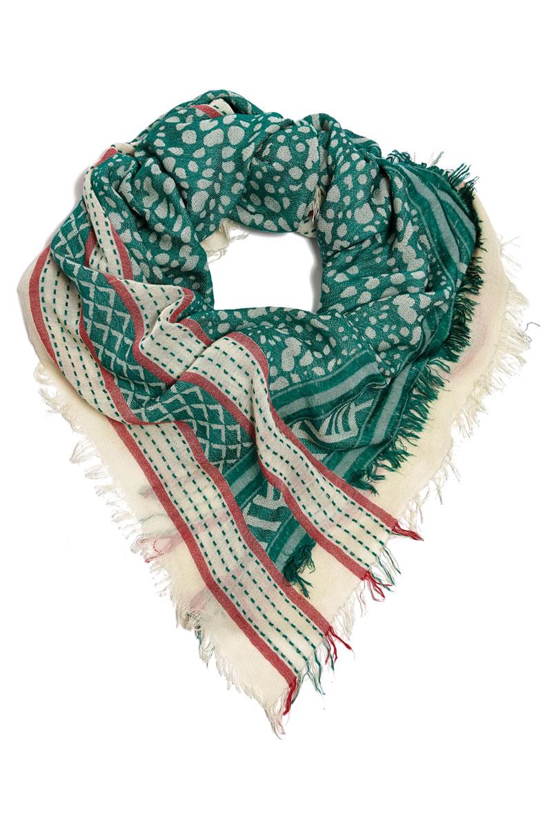 Платок21001-04EСтильный платок Moltini станет великолепным завершением любого наряда. Платок изготовлен из вискозы с добавлением шелка. Он украшен бахромой и оформлен оригинальным орнаментом. Классическая квадратная форма позволяет носить его на шее, украшать прическу или декорировать сумочку. Мягкий и шелковистый платок поможет вам создать оригинальный женственный образ. Такой платок превосходно дополнит любой наряд и подчеркнет ваш неповторимый вкус и элегантность.