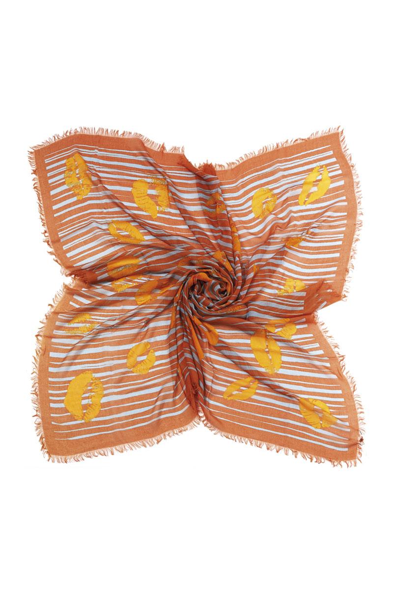 Платок23002-10KЯркий и стильный платок Moltini станет великолепным завершением любого наряда. Платок изготовлен из модала с добавлением шелка. Он декорирован бахромой по краям и оформлен стильным принтом в полоску с изображениями в виде следов от поцелуев. Классическая квадратная форма позволяет носить его на шее, украшать прическу или декорировать сумочку. Мягкий и шелковистый платок поможет вам создать оригинальный женственный образ. Такой платок превосходно дополнит любой наряд и подчеркнет ваш неповторимый вкус и элегантность.