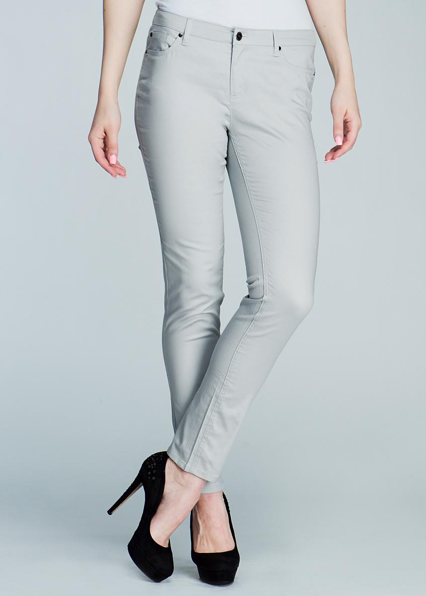 Брюки женские. P-115/036-411P-115/036-411Стильные женские брюки SELA созданы специально для того, чтобы подчеркивать достоинства вашей фигуры. Модель прямого кроя и средней посадки станет отличным дополнением к вашему современному образу. Застегиваются брюки на пуговицу и ширинку на застежке-молнии, имеются шлевки для ремня. Спереди модель оформлены двумя втачными карманами и маленьким потайным кармашком, а сзади - двумя накладными карманами. Эти модные и в тоже время комфортные брюки послужат отличным дополнением к вашему гардеробу. В них вы всегда будете чувствовать себя уютно и комфортно.