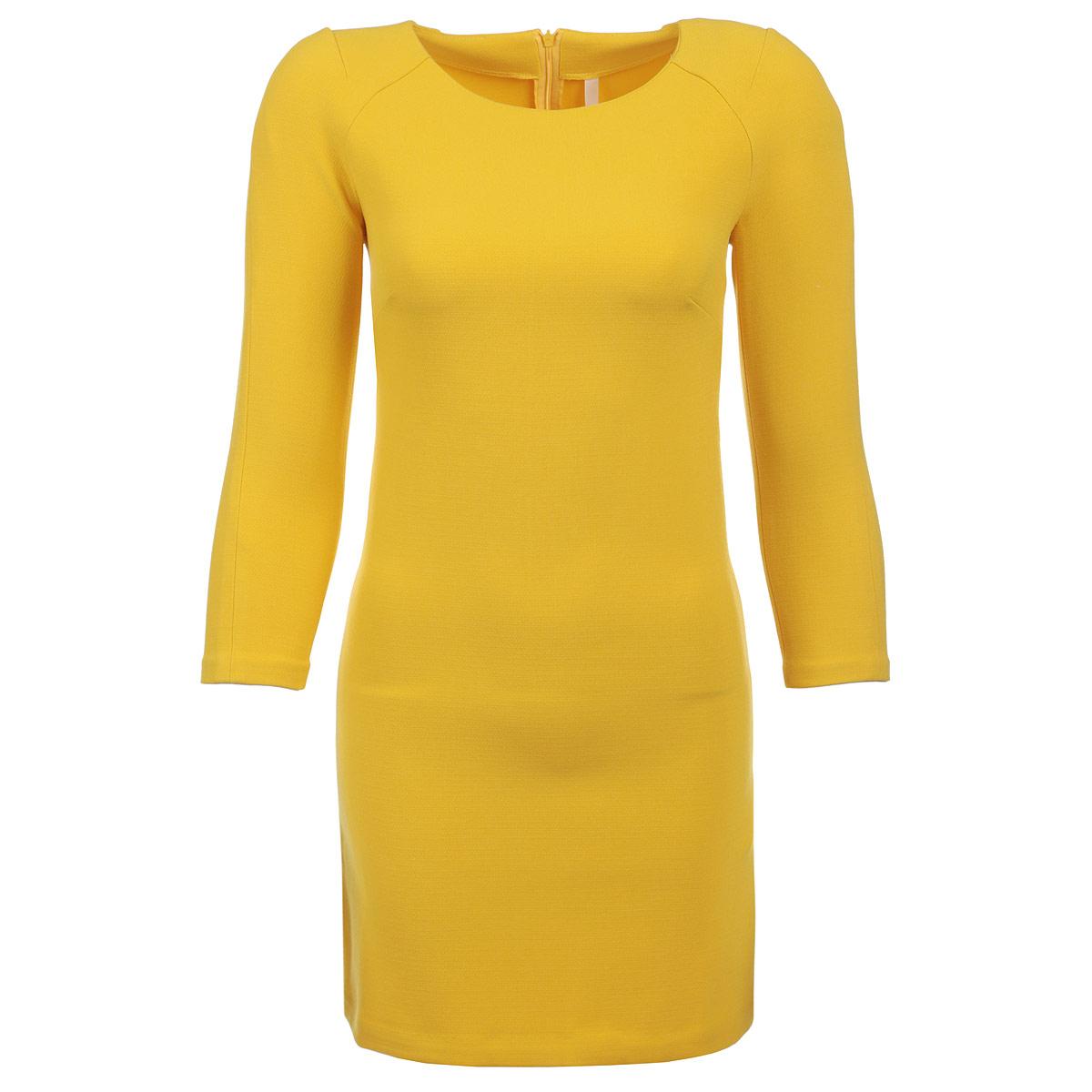 ПлатьеB455068Стильное женское платье Baon подчеркнет все достоинства вашей фигуры. Модель выполнена из плотного материала, приятного на ощупь. Платье облегающего кроя с круглым вырезом горловины и длинными рукавами. На спинке изделие застегивается на потайную застежку-молнию. Лаконичный дизайн и совершенство стиля подчеркнут вашу индивидуальность.