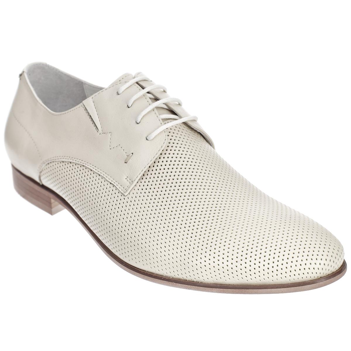 51657Элегантные мужские туфли от Antonio Biaggi отлично дополнят ваш деловой образ. Модель выполнена из высококачественной натуральной кожи и оформлена перфорацией. Резинки, расположенные на подъеме, гарантируют оптимальную посадку модели на ноге. Шнуровка надежно закрепит модель на ноге. Стелька из мягкой натуральной кожи с супинатором обеспечивает максимальный комфорт при движении. Умеренной высоты каблук и подошва с рифлением обеспечивают отличное сцепление с поверхностью. Стильные туфли займут достойное место среди вашей коллекции обуви.