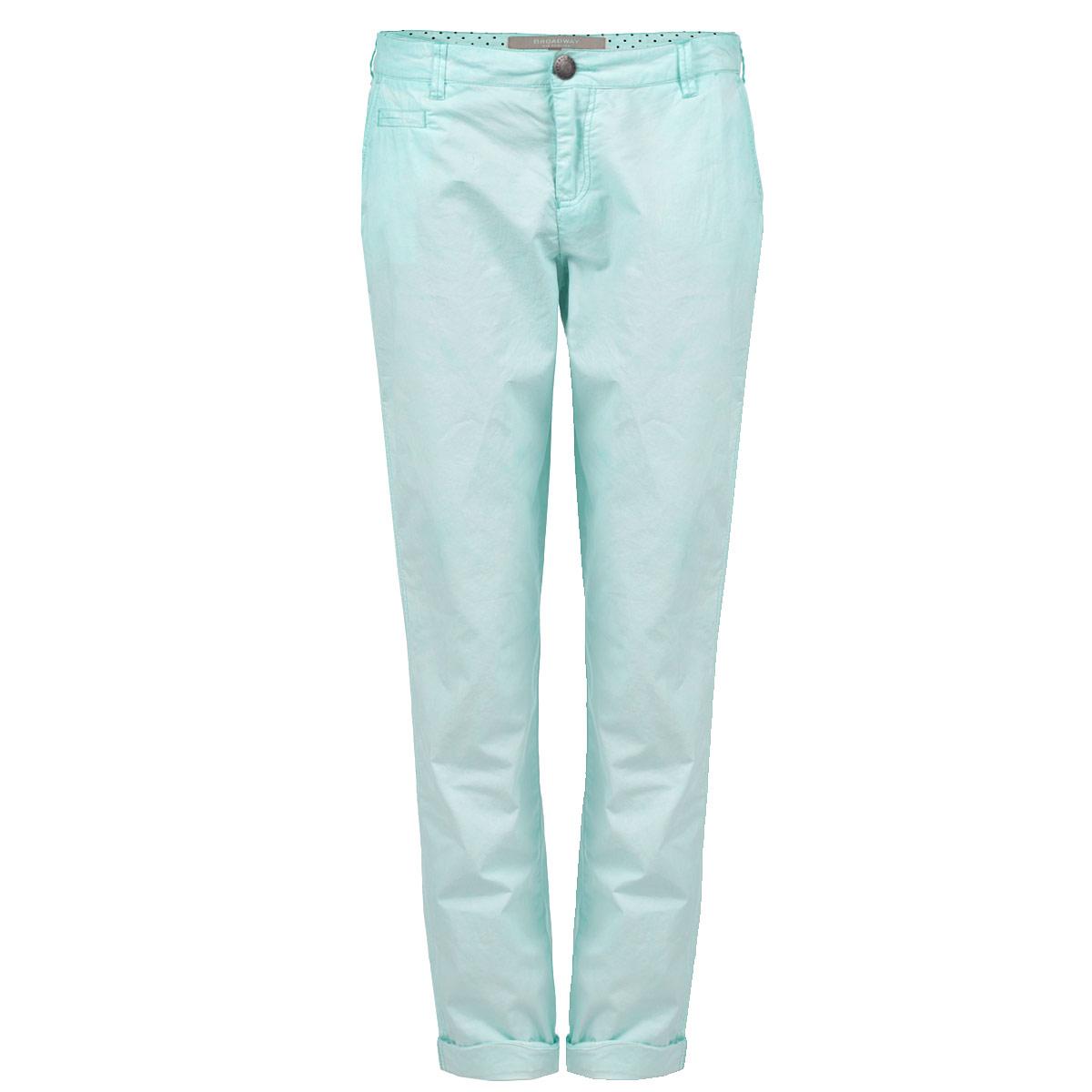 Брюки10151122 63A-seaspray green washeСтильные женские брюки Broadway созданы специально для того, чтобы подчеркивать достоинства вашей фигуры. Брюки выполнены из натурального хлопка, мягкого и приятного на ощупь. Модель прямого кроя и низкой посадки станет отличным дополнением к вашему современному образу. Застегиваются брюки на пуговицу в поясе и ширинку на застежке-молнии, имеются шлевки для ремня. Спереди модель оформлена двумя втачными карманами и имитацией прорезного кармашка, сзади - двумя прорезными карманами. Эти модные и в тоже время комфортные брюки послужат отличным дополнением к вашему гардеробу. В них вы всегда будете чувствовать себя уютно и комфортно.