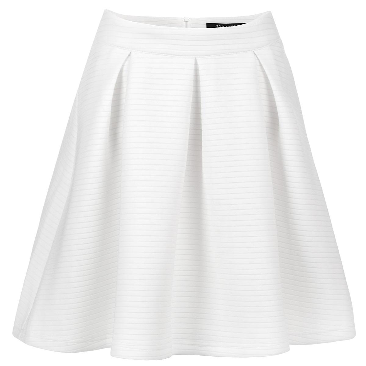 ЮбкаSSD0776BIСтильная юбка Top Secret изготовлена из полиэстера с добавлением эластана. Подкладка выполнена из полиэстера. Юбка расклешенного кроя, на широком поясе. Сзади застегивается на потайную молнию. Эта модная и в тоже время комфортная юбка - отличный вариант на каждый день.