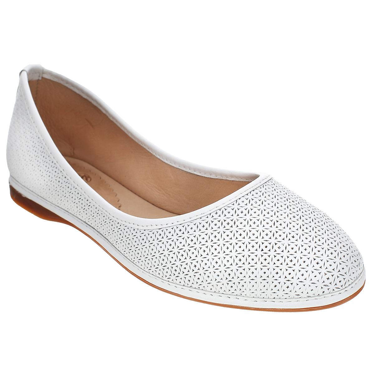 861-02-01Стильные балетки от Dino Ricci отлично впишутся в ваш гардероб. Модель с округлым мысом выполнена из натуральной высококачественной кожи и оформлена перфорированным узором. Мягкая стелька из натуральной кожи комфортна при движении. Гибкая подошва с рифлением обеспечивает идеальное сцепление с различными поверхностями. В таких балетках вашим ногам будет комфортно и уютно!