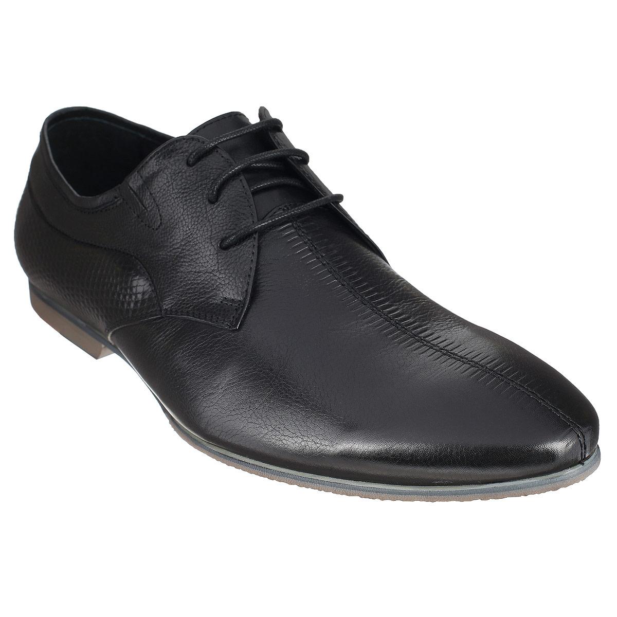 Туфли мужские. 104-156-3104-156-37Элегантные мужские туфли от Dino Ricci займут достойное место среди вашей коллекции обуви. Модель выполнена из натуральной высококачественной кожи и оформлена тиснением сбоку и на мысе. Шнуровка позволяет прочно зафиксировать модель на ноге. Резинки, расположенные на подъеме, гарантируют оптимальную посадку модели на ноге. Стелька из натуральной кожи оснащена перфорацией, позволяющей вашим ногам дышать. Каблук и подошва с рифлением обеспечивают отличное сцепление с поверхностью. Стильные туфли прекрасно дополнят ваш деловой образ.