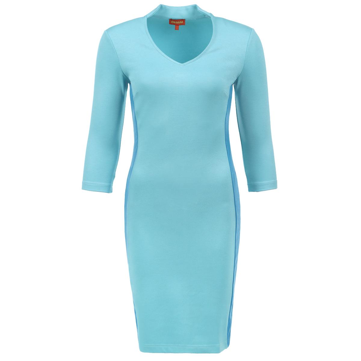 Платье. P60DP60D-BЭффектное платье от Анны Чапман выполнено из плотного трикотажа. Платье-футляр лаконичного дизайна с V-образным вырезом горловины и рукавами 3/4. Модель приталенного кроя, по бокам вертикальные вставки контрастного цвета. Бесподобный силуэт выгодно подчеркнет достоинства фигуры. Элегантное платье – воплощение безупречного вкуса.