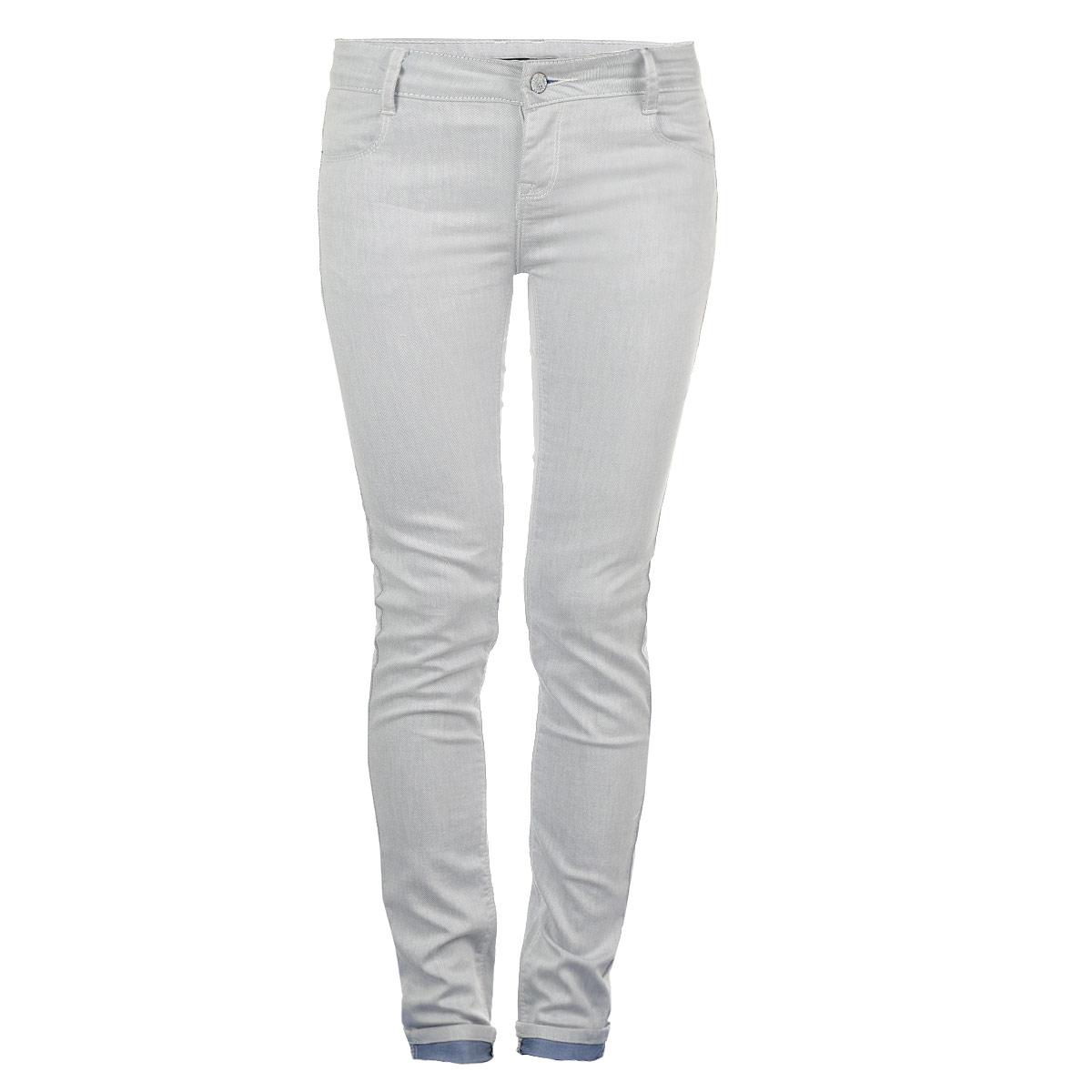 Джинсы женские. 515611515611Стильные женские джинсы Savage - джинсы высочайшего качества на каждый день, которые прекрасно сидят. Модель слегка зауженного кроя и средней посадки изготовлена из высококачественного материала, очень приятного на ощупь. Застегиваются джинсы на пуговицу в поясе и ширинку на застежке-молнии, имеются шлевки для ремня. Спереди модель оформлены двумя втачными карманами, а сзади - двумя накладными карманами. Эти модные и в тоже время комфортные джинсы послужат отличным дополнением к вашему гардеробу. В них вы всегда будете чувствовать себя уютно и комфортно.