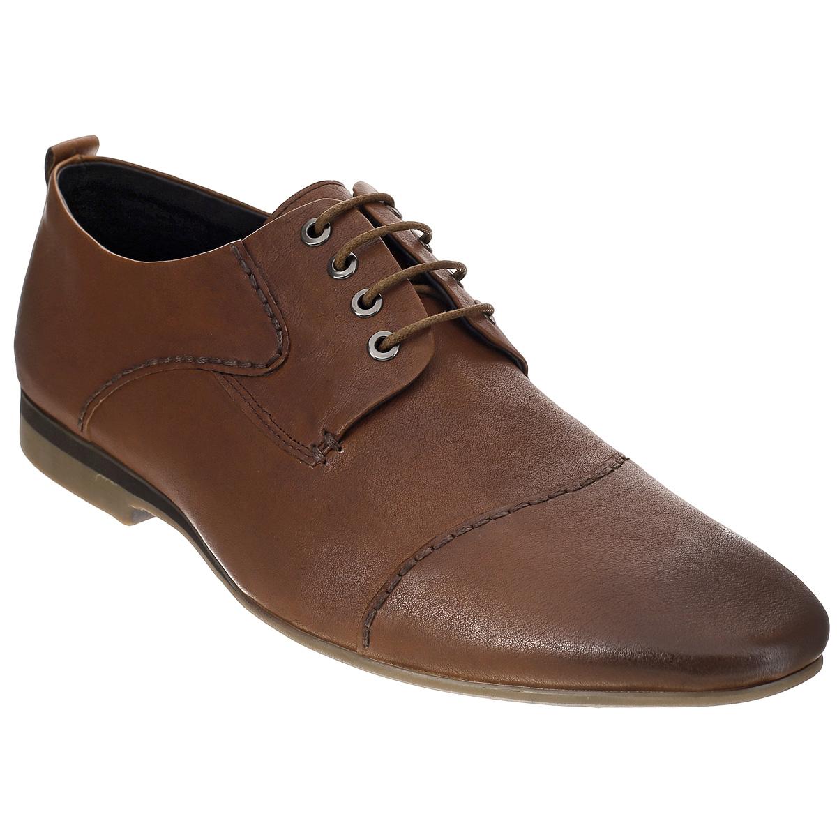 Туфли мужские. 102-91-56102-91-56Элегантные мужские туфли от Dino Ricci займут достойное место среди вашей коллекции обуви. Модель выполнена из натуральной высококачественной кожи и декорирована задним наружным ремнем. Сбоку и на носке изделие оформлено внешними декоративными швами. Шнуровка позволяет прочно зафиксировать обувь на ноге. Стелька из натуральной кожи оснащена перфорацией, позволяющей вашим ногам дышать. Каблук и подошва с рифлением в виде оригинального рисунка обеспечивают отличное сцепление с поверхностью. Стильные туфли прекрасно дополнят ваш деловой образ.