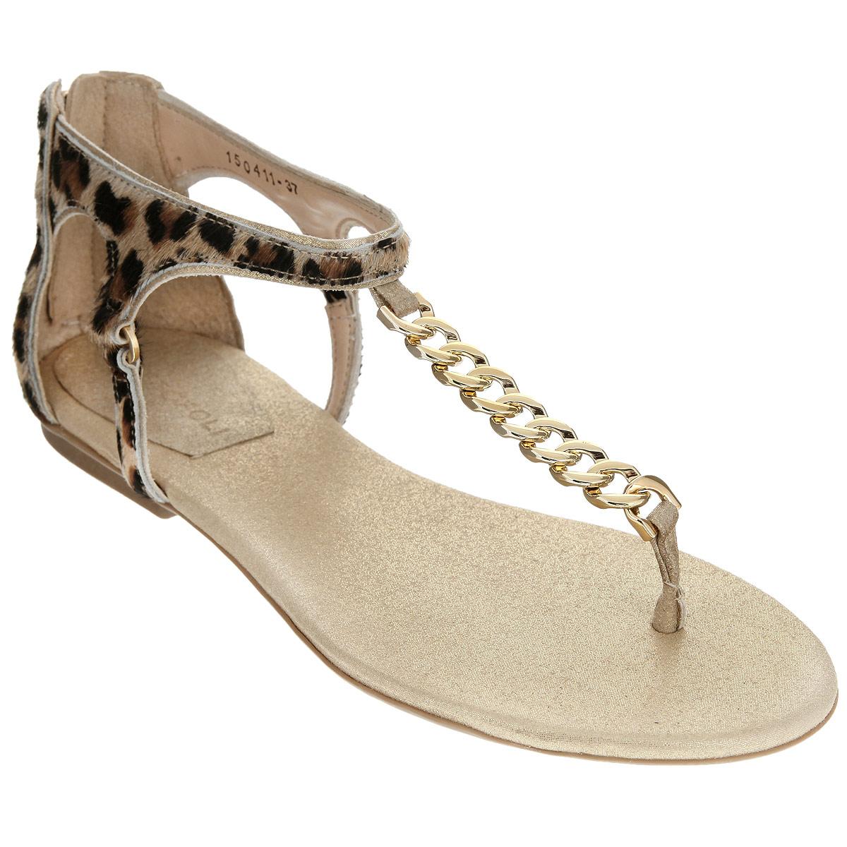 150411Эффектные женские сандалии от Cristofoli не оставят равнодушной настоящую модницу. Модель изготовлена из натуральной кожи и ворса, стилизованного под леопарда. Сандалии дополнены полужестким кожаным задником с застежкой-молнией. Фиксирующие ремешки надежно закрепят модель на ноге. Перемычку между пальцев и верхний ремешок соединяет декоративная цепь, выполненная из пластика. Мягкая стелька из натуральной кожи обеспечивает комфорт при ходьбе. Низкий каблук и подошва дополнены противоскользящим рифлением. Стильные сандалии помогут вам создать яркий запоминающийся образ.