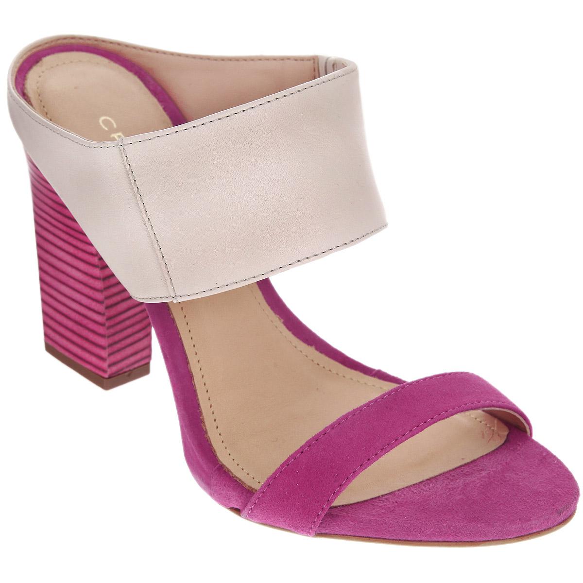 Сабо женские. 152194152194Стильные сабо от Cristofoli - незаменимая вещь в гардеробе каждой женщины. Модель выполнена из высококачественной натуральной кожи. Сбоку фиксирующий ремешок дополнен резинкой, обеспечивающей идеальную посадку обуви на ноге. Мягкая стелька из натуральной кожи обеспечивает комфорт при ходьбе. Ультравысокий каблук компенсирован платформой. Подошва - с противоскользящим рифлением. Изысканные сабо прекрасно дополнят ваш женственный образ.