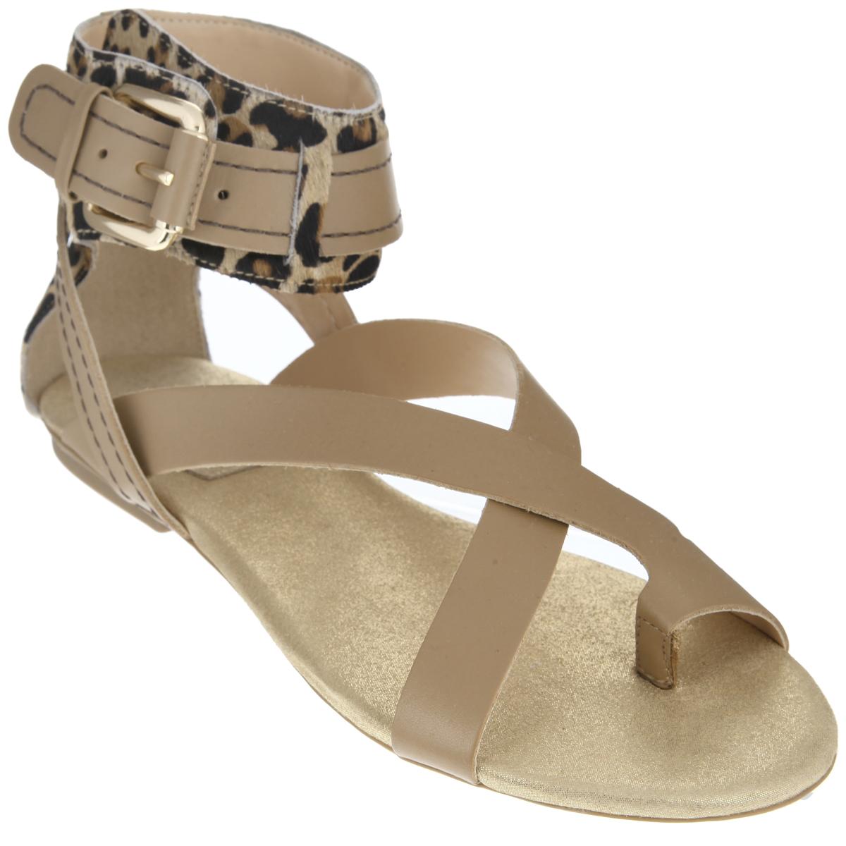 Сандалии женские. 151185151185Эффектные женские сандалии от Cristofoli не оставят равнодушной настоящую модницу. Модель изготовлена из высококачественной натуральной кожи. Задник и верхняя часть изделия выполнены из ворса, стилизованного под леопарда. Фиксирующие ремешки надежно закрепят модель на ноге. Ремешок с металлической пряжкой, опоясывающий щиколотку, пропущен через шлевки. Мягкая стелька из натуральной кожи комфортна при ходьбе. Низкий каблук и подошва дополнены противоскользящим рифлением. Стильные сандалии помогут вам создать яркий запоминающийся образ.