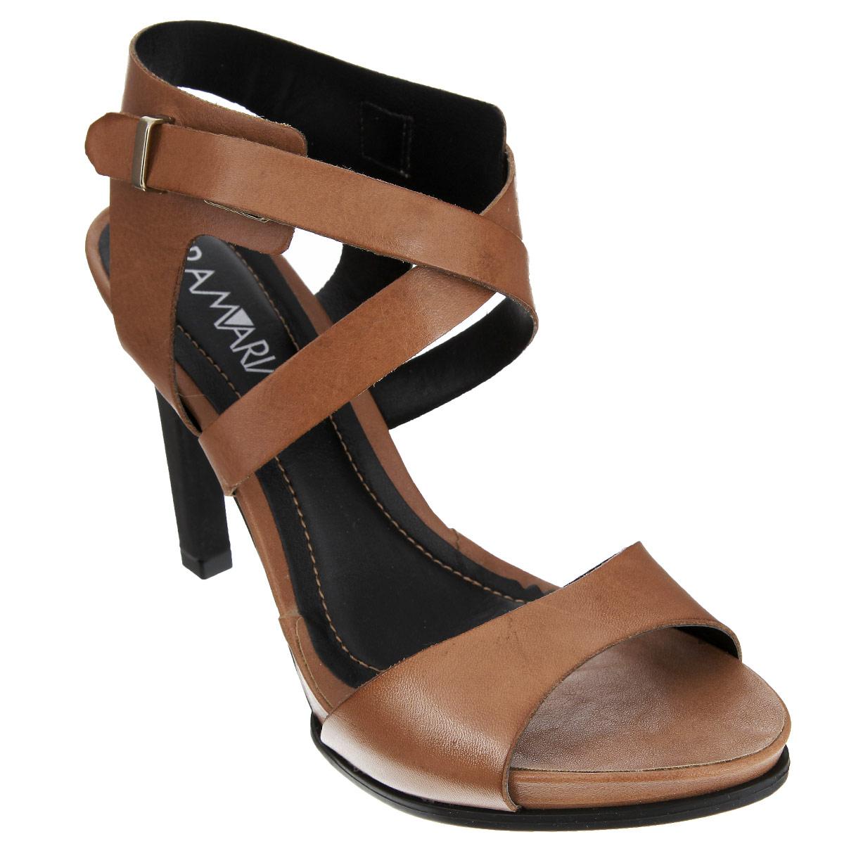 14-27201Элегантные босоножки от Ramarim добавят женственные нотки в ваш модный образ. Модель выполнена из натуральной кожи и оформлена изящными ремешками. Фиксирующие ремешки, расположенные один поверх другого, пропущены через металлическую фурнитуру сбоку. Резинка на одном из ремешков отвечает за оптимальную посадку модели на ноге. Стелька из натуральной кожи, дополненная названием бренда и прострочкой по контуру, комфортна при ходьбе. Высокий устойчивый каблук компенсирован платформой. Рифленая поверхность подошвы защищает изделие от скольжения. Изящные босоножки прекрасно дополнят ваш стильный летний наряд.