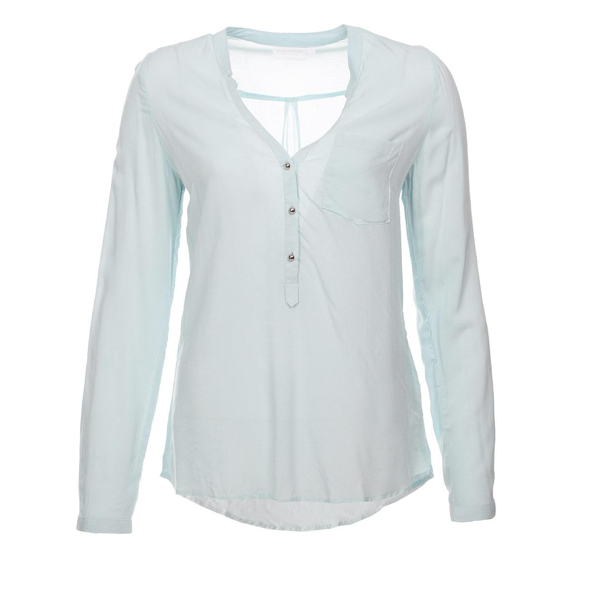 Блузка женская. 1015217710152177 001Элегантная блузка Broadway выполнена из вискозы, материал очень мягкий и приятный на ощупь. Модель прямого кроя с длинными рукавами и V-образным вырезом горловины. Блузка застегивается на пуговицы до середины длины изделия. Манжеты также застегиваются на пуговицы. На груди изделие дополнено накладным карманом. Лаконичная блузка с полукруглым низом будет идеально сочетаться с узкими брюками или леггинсами. Эта блузка послужит отличным дополнением к вашему гардеробу, в ней вы будете чувствовать себя комфортно.