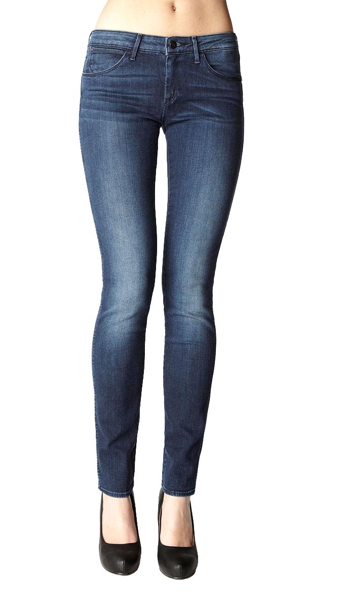 Джинсы женские Corynn. W25FW25FX137KДжинсы модели Corynn - ваша вторая кожа! Skinny-джинсы со средней посадкой на бедрах. Наверняка станет вашей любимой моделью! Стильные женские джинсы Wrangler Corynn высочайшего качества, созданы специально для того, чтобы подчеркивать достоинства вашей фигуры. Модель узкого кроя и заниженной посадки станет отличным дополнением к вашему современному образу. Застегиваются джинсы на пуговицу и ширинку на застежке-молнии, имеются шлевки для ремня. Спереди модель оформлены двумя втачными карманами и одним небольшим секретным кармашком, а сзади - двумя накладными карманами. Эти модные и в тоже время комфортные джинсы послужат отличным дополнением к вашему гардеробу. В них вы всегда будете чувствовать себя уютно и комфортно.