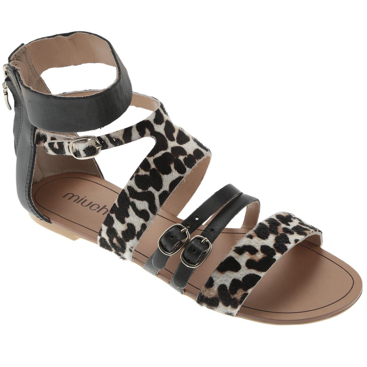 Сандалии женские. 117-1257117-1257Экстравагантные сандалии от Miucha - для смелых натур! Модель выполнена из натуральной высококачественной кожи. Ремешки с ворсистой поверхностью оформлены анималистическим принтом. Закрытый задник с застежкой-молнией и ремешки с закругленными металлическими пряжками отвечают за надежную фиксацию модели на ноге. Длина ремешков регулируется при помощи болтов. Низкий каблук и подошва с рифлением обеспечивают отличное сцепление с любыми поверхностями. Эффектные сандалии подчеркнут вашу яркую индивидуальность и позволят выделиться среди окружающих.