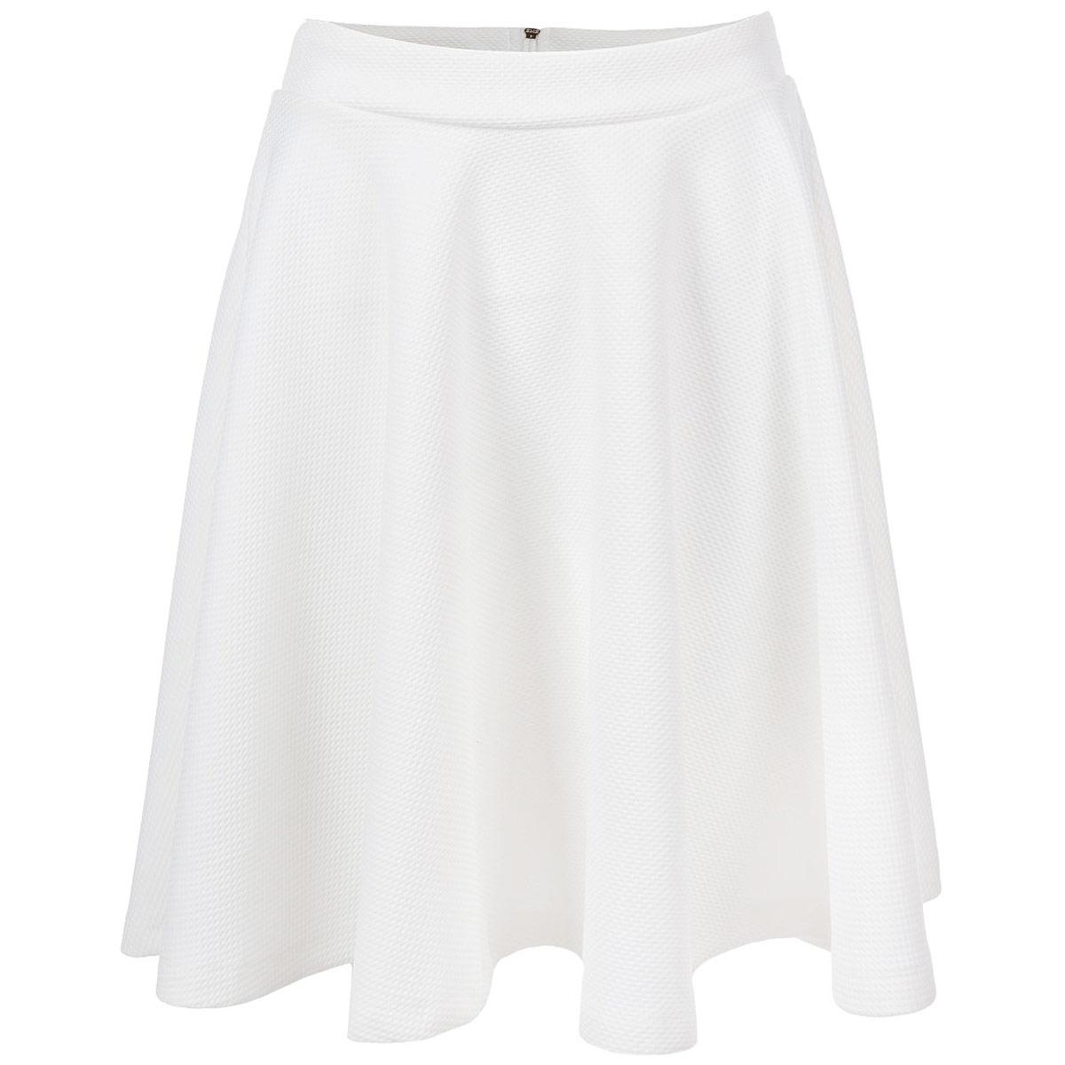ЮбкаTSD0206BIЮбка Troll выполнена из высококачественного мягкого полиэстера с добавлением эластана. Очаровательная юбка застегивается на застежку-молнию сзади. Юбка-солнце, оформленная оригинальными мелкими рельефными ромбами, подчеркнет ваш силуэт и прекрасно подойдет к любому наряду. Стильная юбка выгодно освежит и разнообразит любой гардероб. Создайте женственный образ и подчеркните свою яркую индивидуальность!