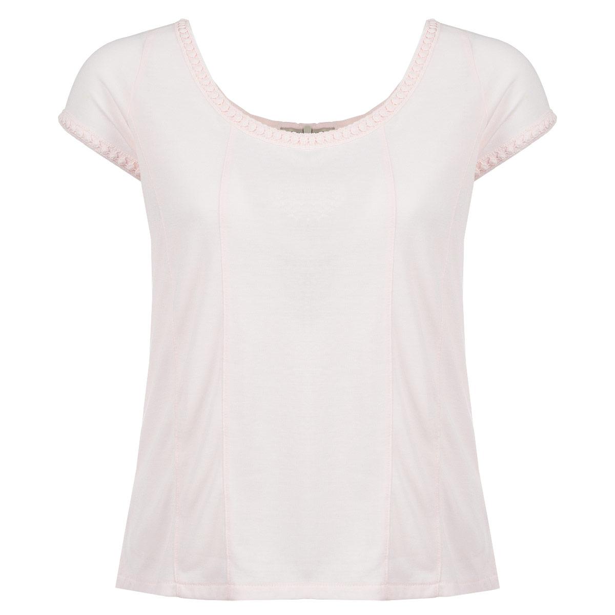 Футболка10150173 306-powder tanСтильная женская футболка Broadway, выполненная из высококачественного полиэстера с добавлением вискозы, обладает высокой теплопроводностью и позволяет коже дышать. Модель с короткими рукавами и широким круглым вырезом горловины - идеальный вариант для создания элегантного образа. Футболка оформлена широкой кружевной вставкой на спинке и украшена декоративной оторочкой по горловине и пройме рукавов. Такая модель будет дарить вам комфорт в течение всего дня и послужит замечательным дополнением к вашему гардеробу.