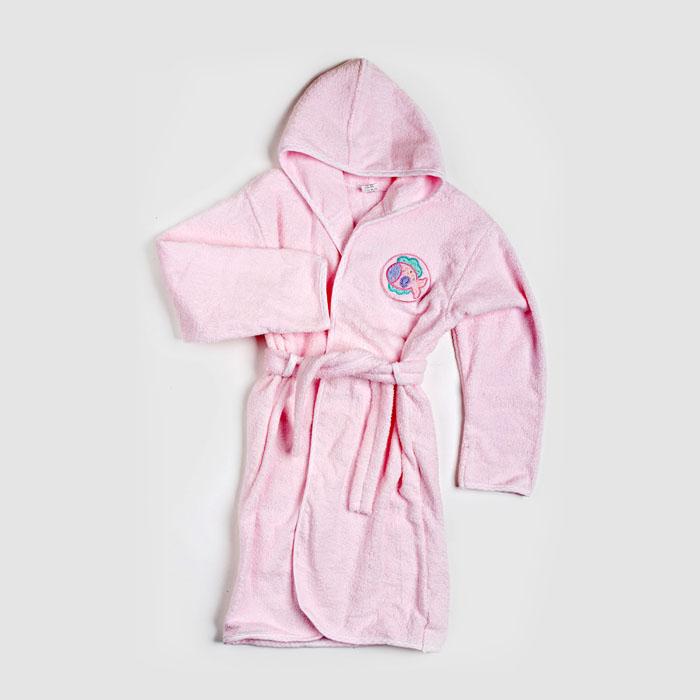 ХалатM62414/M72414Детский махровый халат Baby Nice изготовлен из высококачественного материала, благодаря чему он обладает отличными воздухопроницаемыми свойствами, позволяет коже дышать. Махровая ткань необыкновенно мягкая и пушистая, благодаря специальной обработке, которая умягчает материал. Специальная отделка ткани придает ей особые впитывающие влагу свойства - можно не вытирать ребенка полотенцем насухо, халат впитает остатки влаги, не становясь при этом сильно мокрым. На груди модель украшена небольшой аппликацией в животного. Халатик с длинными рукавами и капюшоном затягивается с помощью пояса. Предусмотрены шлевки для пояса. Капюшон, планка, низ модели и низ рукавов отделаны трикотажной бейкой. В таком халате вашему ребенку будет тепло и уютно после купания. УВАЖАЕМЫЕ КЛИЕНТЫ! Обращаем ваше внимание на тот факт, что аппликация может отличается от представленного на изображении.