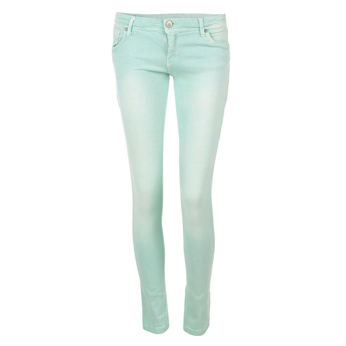 БрюкиTSP1217TUСтильные женские брюки Troll созданы специально для того, чтобы подчеркивать достоинства вашей фигуры. Модель зауженного кроя и заниженной посадки станет отличным дополнением к вашему современному образу. Застегиваются брюки на пуговицу в поясе и ширинку на застежке-молнии, имеются шлевки для ремня. Спереди модель оформлена двумя втачными карманами и одним небольшим секретным кармашком, а сзади - двумя накладными карманами. Брюки оформлены тертым эффектом. Эти модные и в тоже время комфортные брюки послужат отличным дополнением к вашему гардеробу. В них вы всегда будете чувствовать себя уютно и комфортно.