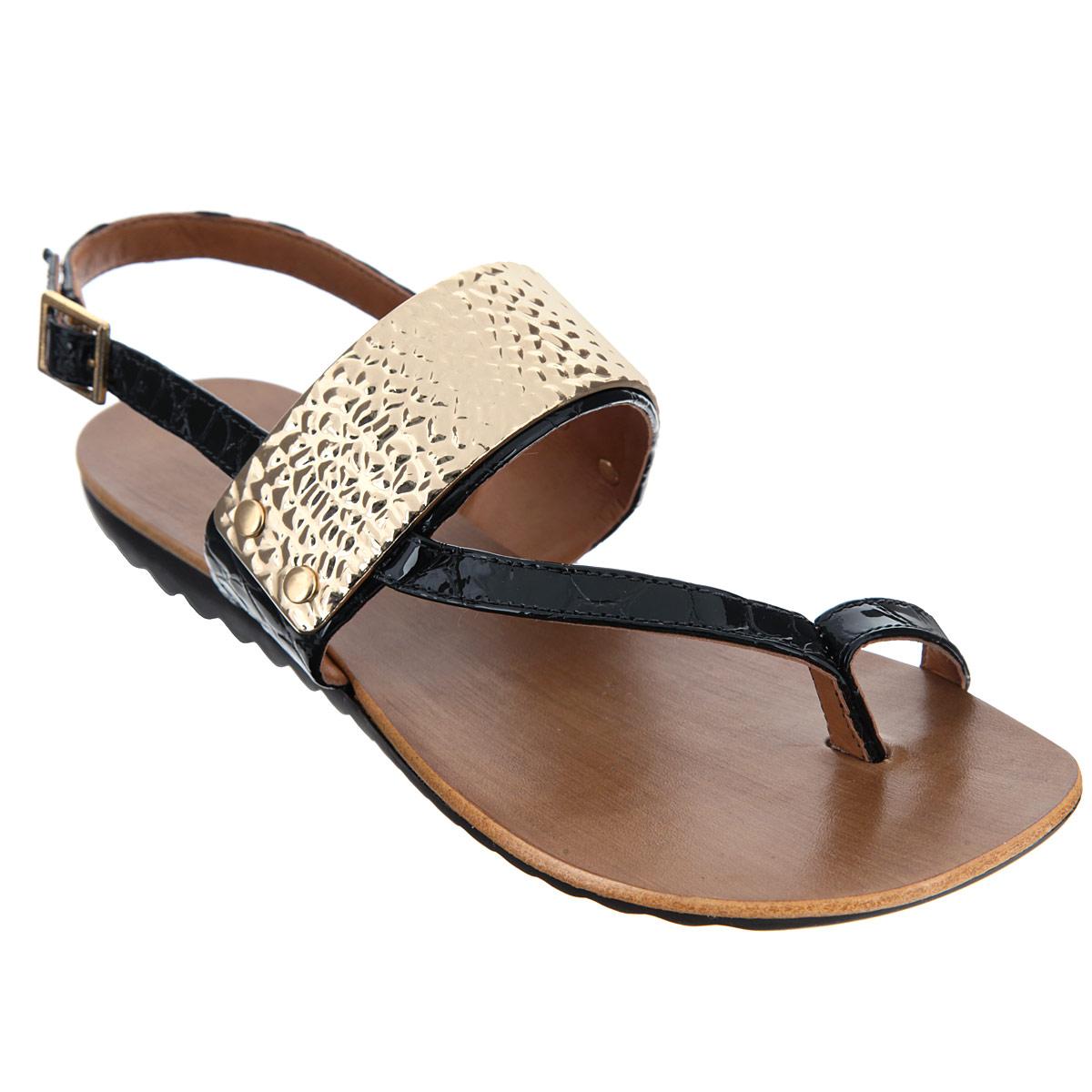 S56306V25Оригинальные сандалии от Luz Da Lua заинтересуют вас своим дизайном. Модель выполнена из натуральной лакированной кожи и декорирована тиснением под рептилию. Поперечный ремень оформлен фактурной золотистой накладкой с декоративными элементами, имитирующими болты. Ремешок с металлической пряжкой прямоугольной формы и ремешок для большого пальца отвечают за надежную фиксацию модели на ноге. Длина ремешка с пряжкой регулируется за счет болта. Верхняя часть подошвы, дополненная тисненым названием бренда, стилизована под дерево. Нижняя часть подошвы с противоскользящим рифлением обеспечивает идеальное сцепление с любыми поверхностями. Эффектные сандалии позволят вам выделиться среди толпы!
