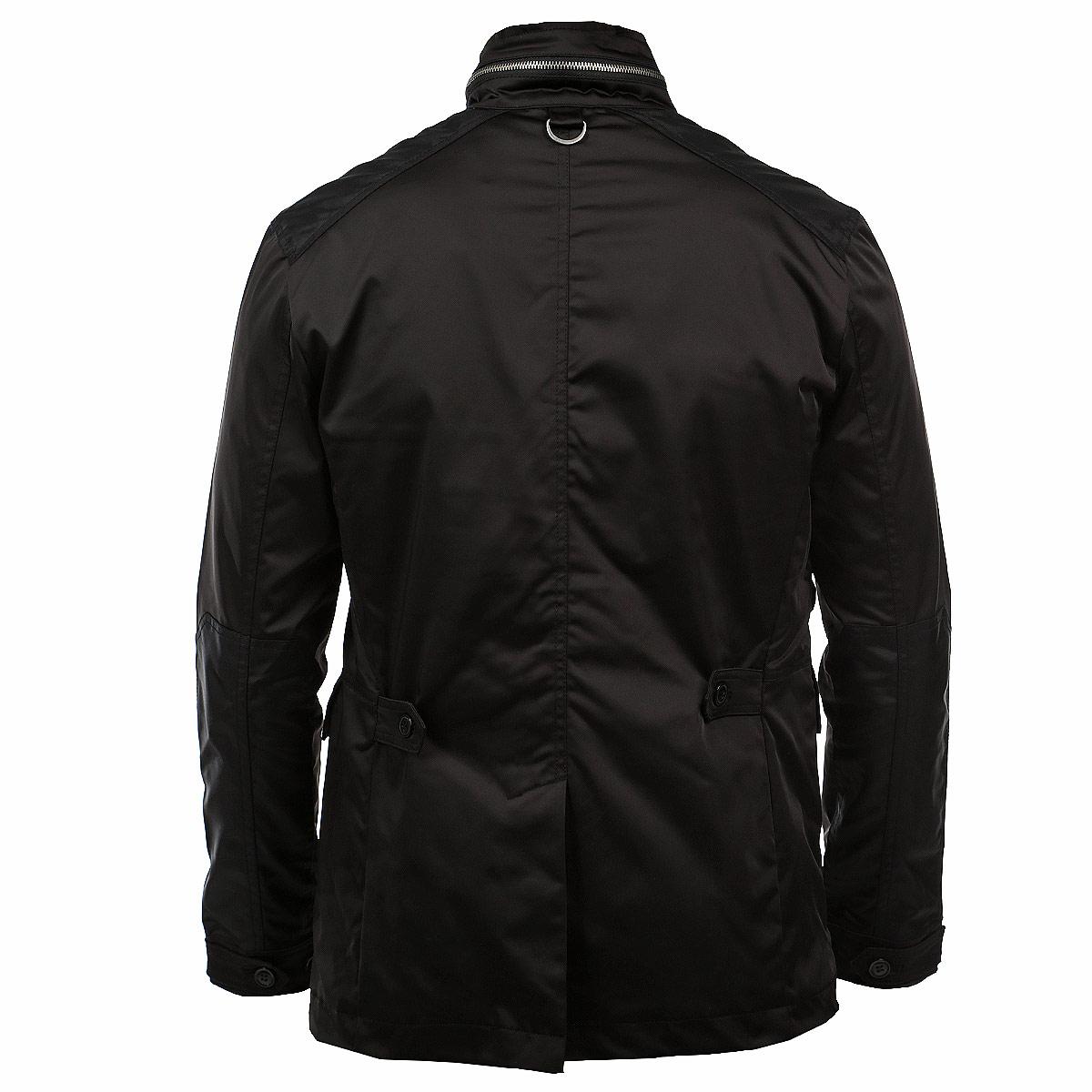 КурткаSKU0580CAСтильная удлиненная куртка Top Secret создана для современных мужчин. Модель выполнена из плотного непромокаемого материала на подкладке из полиэстера. Изделие прямого кроя с воротником-стойкой застегивается на металлическую молнию и имеет дополнительный ветрозащитный клапан на пуговицах. Воротник фиксируется небольшим ремешком на пряжку. Модель дополнена по бокам тремя втачными карманами с клапанами и четырьмя карманами на молниях. С изнаночной стороны предусмотрен потайной карман на пуговице. Манжеты застегиваются при помощи хлястиков на пуговицы. На спинке внизу изделия расположен небольшой разрез, который фиксируется на две кнопки. В такой куртке вам будет максимально комфортно в прохладную погоду. Модный дизайн и великолепное качество исполнения.