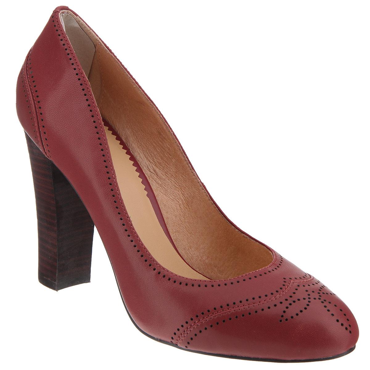 X221-02AЖенские туфли на каблуке от Lisette прекрасно подчеркнут ваш стиль. Верх модели выполнен из натуральной кожи и оформлен оригинальной перфорацией. Внутренняя часть и стелька из натуральной кожи гарантируют комфорт и удобство при ходьбе. Устойчивый широкий каблук оформлен декоративной отделкой. Подошва выполнена из прочной резины с противоскользящим рифлением. Такие туфли станут прекрасным дополнением вашего гардероба. Они сделают вас ярче и подчеркнут вашу индивидуальность!
