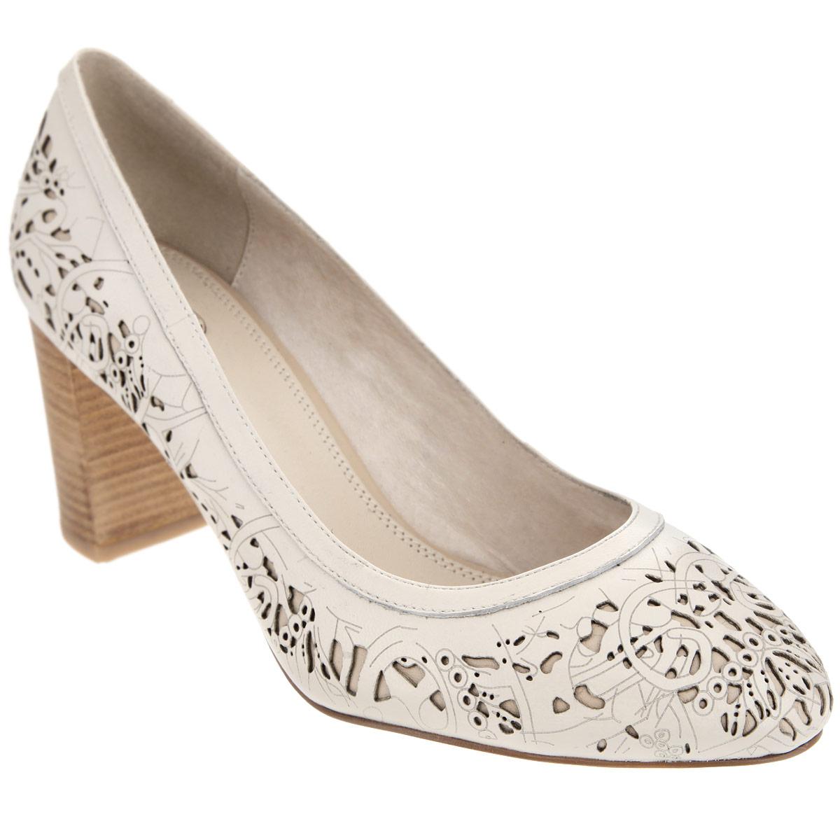 Туфли женские. 227-100-15227-100-15Очаровательные женские туфли от Dino Ricci не оставят вас незамеченной! Модель выполнена из натуральной высококачественной кожи и декорирована оригинальным перфорированным узором. Стелька и подкладка из натуральной кожи обеспечивают комфорт при движении. Высокий каблук, стилизованный под дерево, компенсирован скрытой платформой. Подошва с противоскользящим рифлением оформлена металлической пластиной с гравировкой в виде названия бренда. Изящные туфли подчеркнут вашу утонченную натуру.