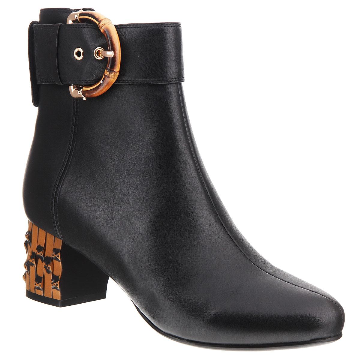 Полусапоги женские. 6021B-610-1-L6021B-610-1-LЖенские полусапоги на каблуке от Lisette прекрасно подчеркнут ваш стиль. Верх модели выполнен из натуральной кожи. Мягкая байковая подкладка и стелька не позволят вашим ногам замерзнуть. Застегиваются полусапоги на застежку-молнию. Оформлена модель декоративным ремешком с оригинальной пряжкой и хлястиком на заднике с металлической клепкой. Подошва выполнена из прочной резины с противоскользящим рифлением. Устойчивый широкий каблук оформлен декоративной отделкой. Такие полусапоги сделают вас ярче и подчеркнут вашу индивидуальность.