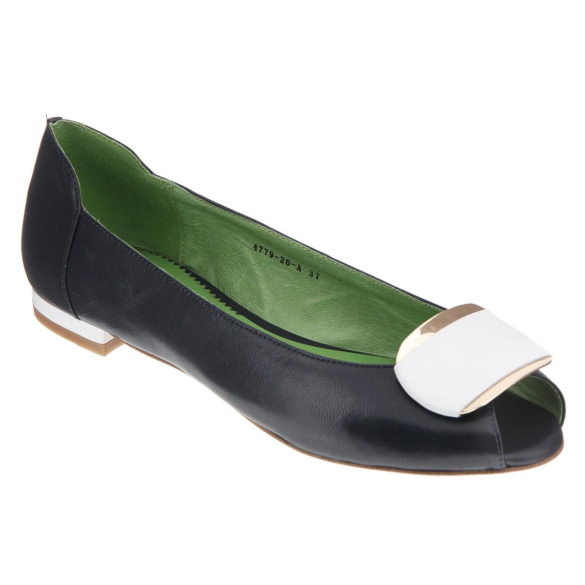 Туфли женские. 4779-20-A4779-20-AЖенские туфли на низком ходу от Lisette прекрасно подчеркнут ваш стиль. Верх модели и внутренняя часть выполнены из натуральной кожи. Стелька из натуральной кожи гарантирует комфорт и удобство при ходьбе. Открытый носок добавляет женственности в образ. Оформлено изделие декоративным элементом со вставкой из кожи контрастного цвета. Подошва выполнена из прочной резины с противоскользящим рифлением. Такие туфли станут прекрасным дополнением вашего гардероба. Они сделают вас ярче и подчеркнут вашу индивидуальность.
