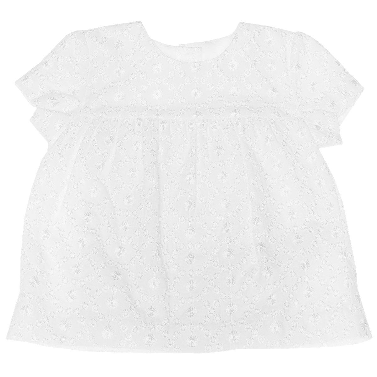 Рубашка для крещения для девочки. 90664439066443Рубашка для крещения для девочки Chicco идеально подойдет вашей малышке. Изготовленная из натурального хлопка на хлопковой подкладке, она необычайно мягкая и приятная на ощупь, не сковывает движения и позволяет коже дышать, не раздражает нежную кожу ребенка, обеспечивая наибольший комфорт. Рубашечка с короткими рукавами-фонариками и круглым вырезом горловины застегивается по спинке на пластиковые пуговички по всей длине. От груди заложены складочки, придающие изделию пышность. Украшена модель ажурными вышивками. Такая рубашка станет незаменимой для обряда Крещения и поможет сделать его запоминающимся.