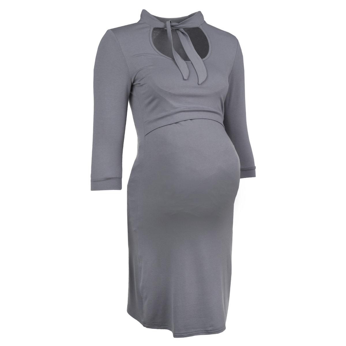 Платье117.1Стильное и удобное платье для будущих и кормящих мам Ням-Ням с рукавами 3/4 и воротником-стойкой, изготовленное из эластичной вискозы, женственное и элегантное. Платье с круглым вырезом на груди, переходящим в завязки-шарфик, подчеркнет очарование будущей мамы, а секрет для кормления делает платье функциональным в период вскармливания ребенка. Секрет кормления скрыт кокеткой с поясом. Рукава понизу дополнены узкими манжетами. Платье слегка прикрывает колено, что позволяет носить данную модель, как с туфлями, так и с сапогами. Также можно носить во время беременности и после родов.