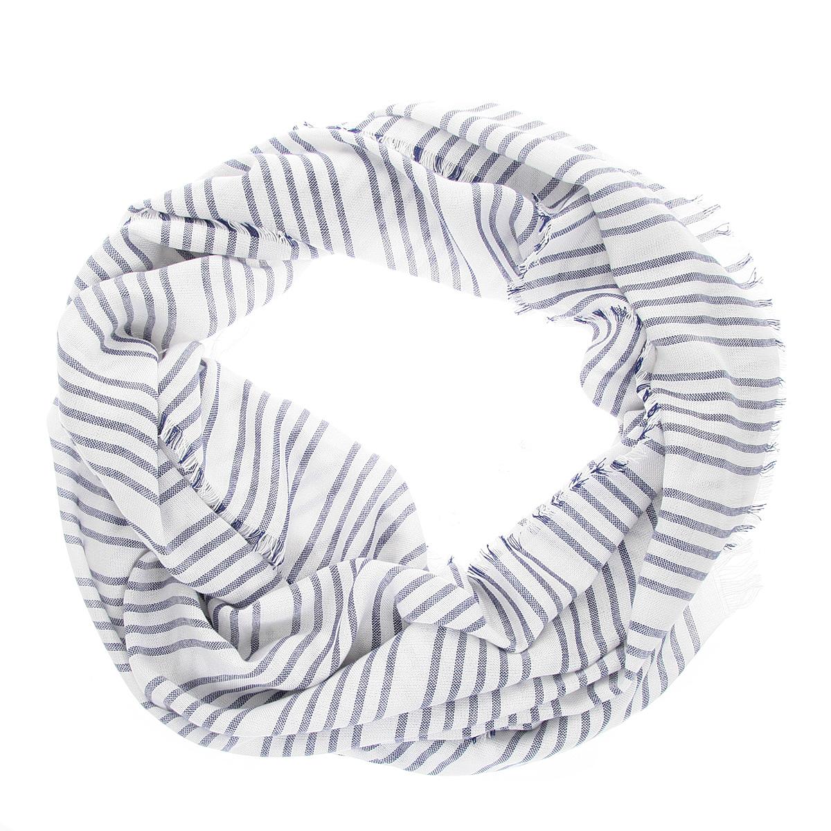 Шарф мужской. SCw-242/099-5102SCw-242/099-5102Элегантный мужской шарф Sela согреет в холодное время года, а также станет изысканным аксессуаром, который призван подчеркнуть ваш стиль и индивидуальность. Оригинальный и стильный шарф выполнен из 100% вискозы и украшен классическим принтом в полоску. Края модели декорированы тонкой бахромой. Такой шарф станет превосходным дополнением к любому наряду и позволит вам создать свой неповторимый стиль.