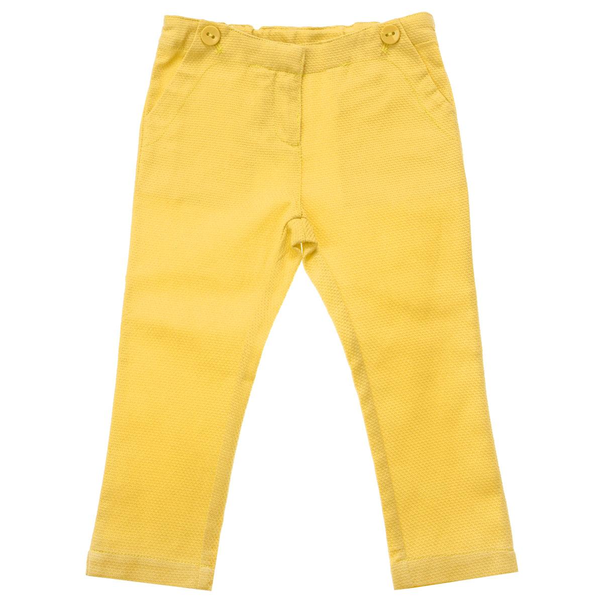 9024087Яркие укороченные брюки для девочки Chicco идеально подойдут вашей маленькой моднице для отдыха и прогулок. Изготовленные из хлопка с добавлением эластана, они мягкие и приятные на ощупь, не сковывают движения и позволяют коже дышать, не раздражают даже самую нежную и чувствительную кожу ребенка, обеспечивая наибольший комфорт. Брюки на талии застегиваются на металлический брючный крючок. Также имеется ширинка на пластиковой застежке-молнии. С внутренней стороны пояс регулируется резинкой на пуговицах. Спереди предусмотрены два втачных кармана, декорированные пуговицами. Низ брючин по бокам имеет небольшие разрезы. Современный дизайн и модная расцветка делают эти брюки стильным предметом детского гардероба. В них ваша принцесса всегда будет в центре внимания!