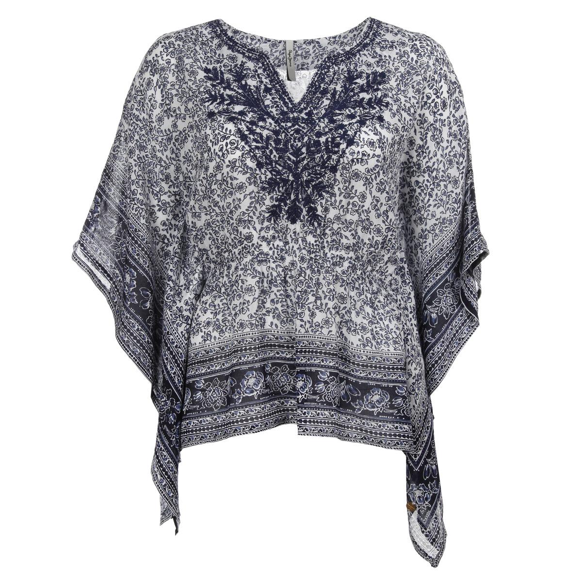 БлузкаPL301372 561Стильная летняя блузка Pepe Jeans, выполненная из высококачественного материала, - находка для современной женщины, желающей выглядеть стильно и модно. Модель свободного кроя с рукавами летучая мышь и V-образным вырезом горловины будет отлично на вас смотреться. На талии изделие собрано на резинку. Блузка оформлена цветочным орнаментом и на груди декорирована вышивкой. Такая модель, несомненно, вам понравится и послужит отличным дополнением к вашему гардеробу.