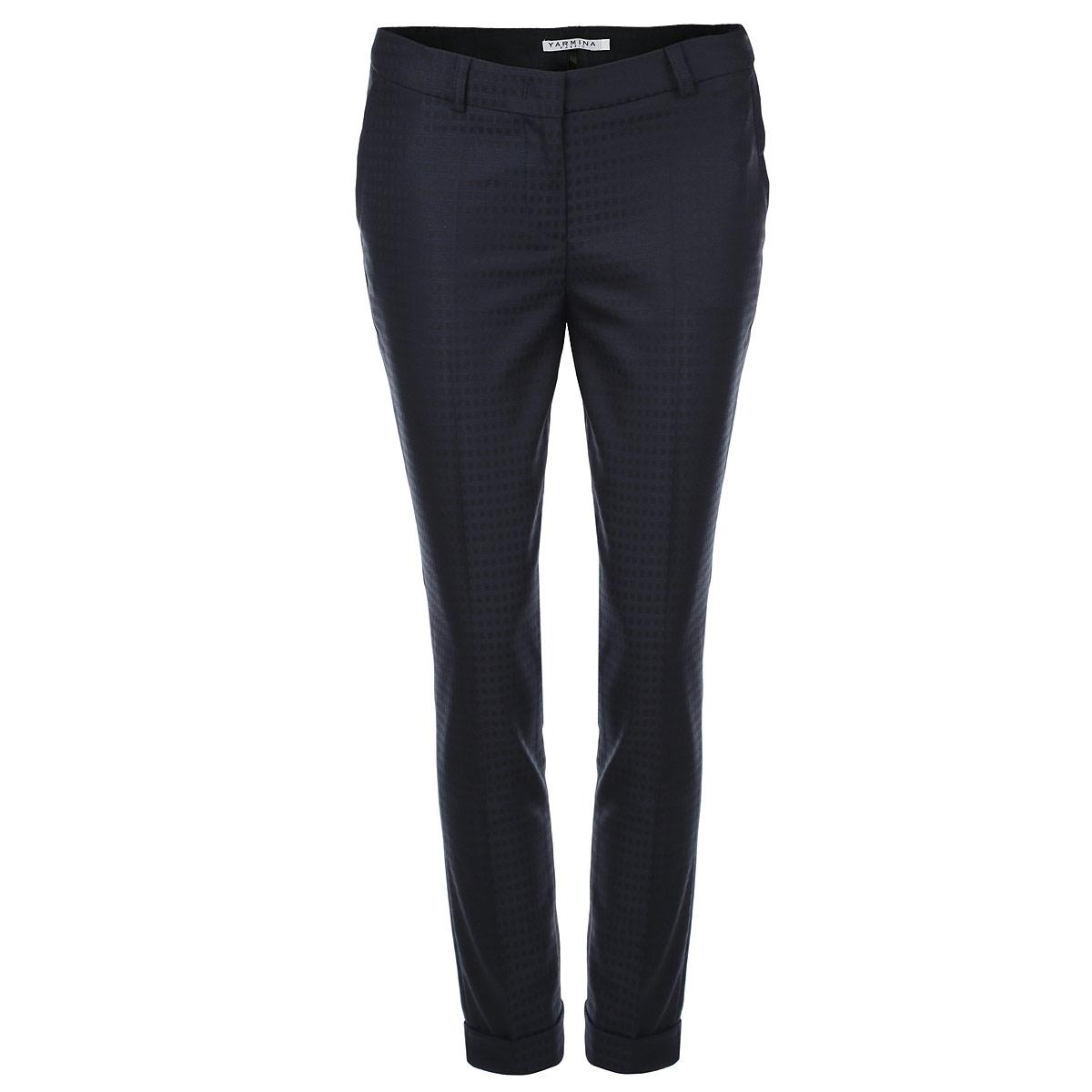 Брюки женские. 34027863402786Стильные женские брюки Yarmina со стрелками созданы специально для того, чтобы подчеркивать достоинства вашей фигуры. Модель прямого кроя, низкой посадки и укороченной длины станет отличным дополнением к вашему современному образу. Застегиваются брюки на пуговицу и крючок в поясе и ширинку на застежке-молнии, имеются шлевки для ремня. Спереди модель оформлена имитацией втачных карманов с косыми срезами, а сзади - имитацией прорезных кармашков. Эти модные и в тоже время комфортные брюки послужат отличным дополнением к вашему гардеробу. В них вы всегда будете чувствовать себя уютно и комфортно.