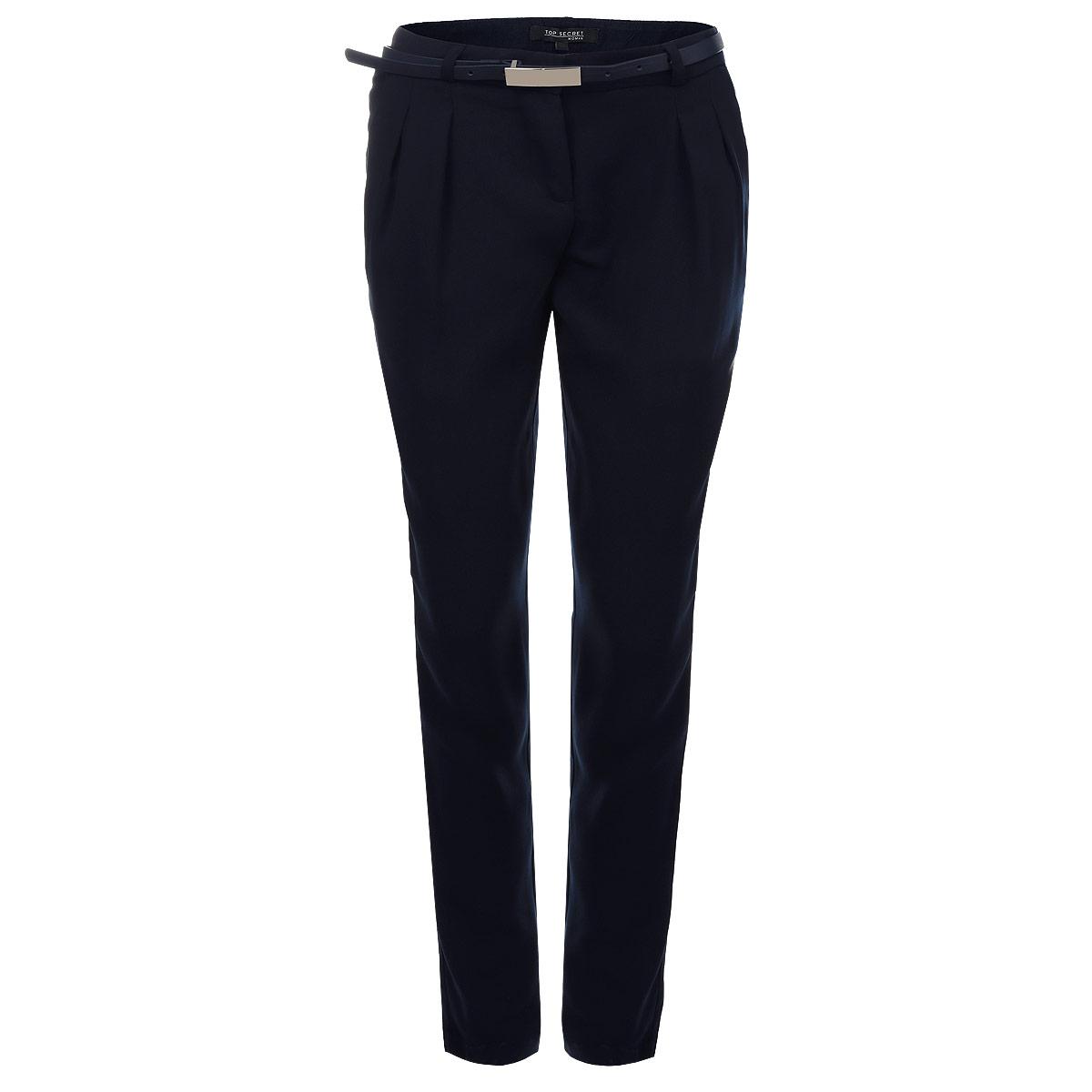 SSP1942GRСтильные женские брюки Top Secret созданы специально для того, чтобы подчеркивать достоинства вашей фигуры. Модель прямого кроя и средней посадки станет отличным дополнением к вашему современному образу. Застегиваются брюки на крючок и пуговицу в поясе и ширинку на застежке-молнии, имеются шлевки для ремня и тонкий ремешок в комплекте. Спереди модель оформлена двумя втачными карманами с косыми срезами, а сзади - имитацией прорезных кармашков. Эти модные и в тоже время комфортные брюки послужат отличным дополнением к вашему гардеробу. В них вы всегда будете чувствовать себя уютно и комфортно.