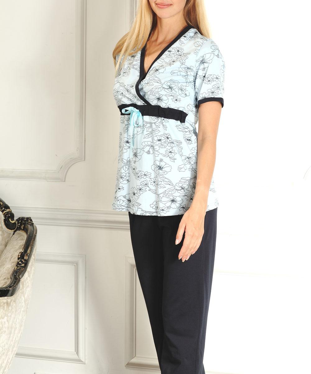 Пижама207.1Удобная, красивая пижама для беременных и кормящих мам Nuova Vita Elegante Mamma, изготовленная из трикотажного хлопка класса Экстра-Пенье, состоит из футболки и брюк. Футболка свободного кроя с короткими рукавами и мягкие брюки на эластичном поясе под живот составляют прекрасный комплект для сна будущей маме. Универсальность этого комплекта заключается в том, что его можно носить как во время беременности, так и после рождения ребенка. Аккуратная футболка имеет легкий доступ к груди для комфортного кормления малыша, а так же максимального удобства ночных кормлений. Секрет для кормления кроется в глубоком V-образном вырезе, спрятанном в запахе. Ширина по поясу регулируется при помощи специального атласного шнурка. Резинка на брюках устроена так, что во время беременности она находится под животом. Романтичная цветочная расцветка придает этой пижаме особый шарм и нежность. Одежда, изготовленная из хлопка, приятна к телу, сохраняет тепло в холодное время года и дарит...