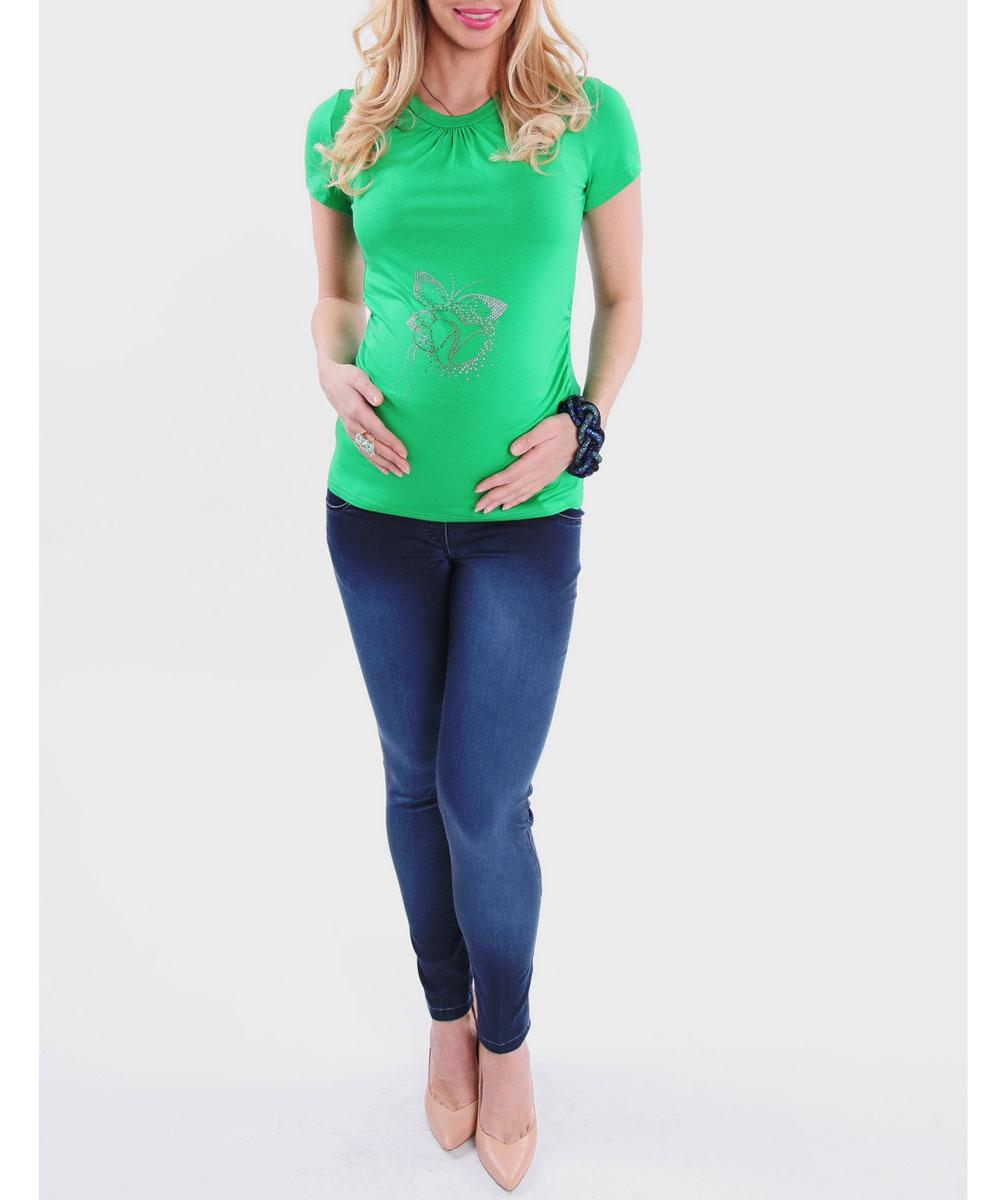1215.06Стильная, яркая, удобная футболка для будущих мам Nuova Vita с короткими рукавами и круглым вырезом горловины, изготовленная из эластичной вискозы, женственна и элегантна. Футболка прямого кроя, присборенная у горловины и по бокам, подчеркнет очарование будущей мамы. Модель украшена блестящими стразами, образующими изображение бабочки с сердечком. Высокая яркость свечения страз (класс АА) позволит вам выглядеть бесподобно при прогулках под солнцем. Эту легкую и невероятно приятную на ощупь футболку можно носить во время беременности и после родов, она подарит вам удобство и комфорт, и подчеркнет ваше очарование в этот прекрасный период вашей жизни! Вискоза является волокном, произведенным из натурального материала - целлюлозы (древесины). Иногда ее называют древесный шелк. Эта ткань на ощупь мягкая и приятная, образует красивые складки. Материал очень хорошо впитывает влагу, не образует катышек со временем, не выцветает на солнце и обладает приятным шелковистым...