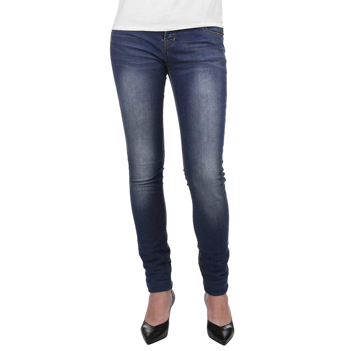 Джинсы женские. 1015217410152174 L34Стильные женские джинсы Broadway Jane созданы специально для того, чтобы подчеркивать достоинства вашей фигуры. Модель зауженного кроя и заниженной посадки станет отличным дополнением к вашему современному образу. Джинсы застегиваются на пуговицу в поясе и ширинку на застежке-молнии, имеются шлевки для ремня. Джинсы имеют классический пятикарманный крой: спереди модель оформлена двумя втачными карманами и одним маленьким накладным кармашком, а сзади - двумя накладными карманами. Эти модные и в тоже время комфортные джинсы послужат отличным дополнением к вашему гардеробу.