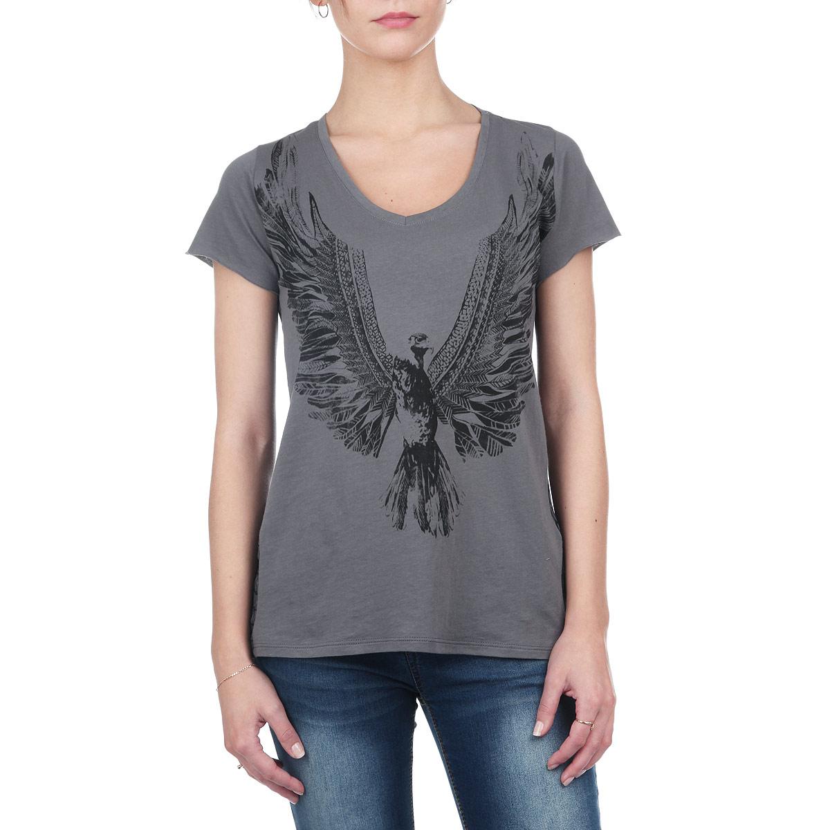 Футболка женская. 6010166660101666 001Стильная женская футболка Broadway, выполненная из высококачественного материала, обладает высокой теплопроводностью, воздухопроницаемостью и гигроскопичностью, позволяет коже дышать. Перед изделия изготовлен из тонкого хлопка, спинка - из полупрозрачного полиэстера. Модель с короткими рукавами и V-образным вырезом горловины - идеальный вариант для создания образа в стиле Casual. Футболка спереди оформлена принтом в виде птицы, на спинке - абстрактным орнаментом. Спинка модели удлиненная. Такая модель подарит вам комфорт в течение всего дня и послужит замечательным дополнением к вашему гардеробу.