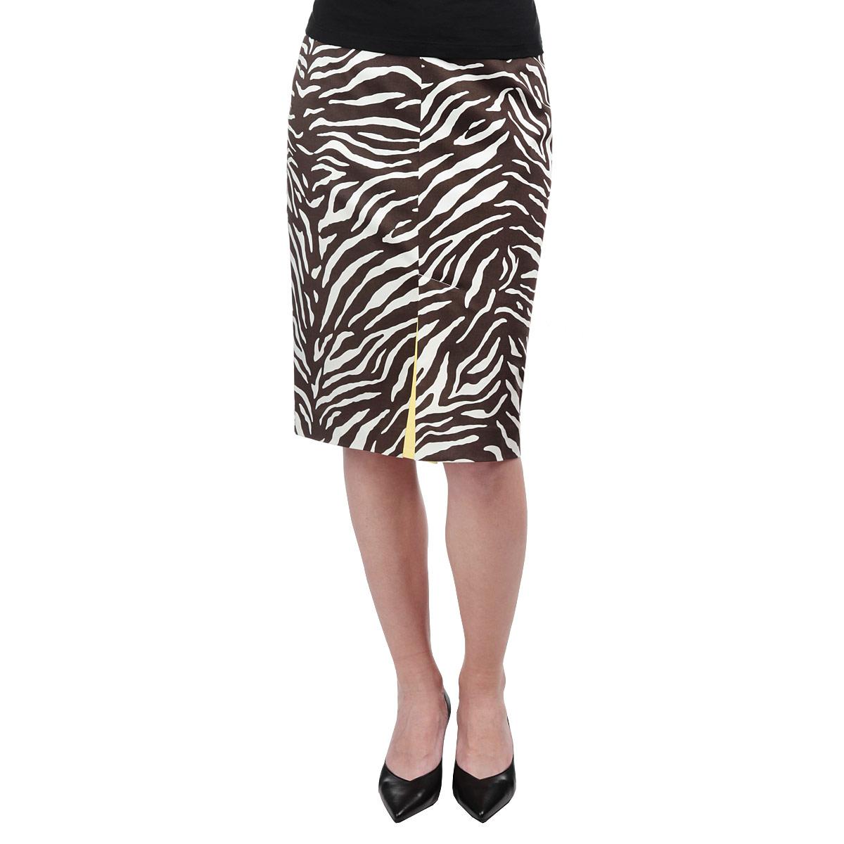 Юбка. Y6319-0098Y6319-0098Модная юбка Yarash, изготовленная из высококачественного плотного материала, подарит ощущение радости и комфорта. Модель классического фасона, с посадкой на талии, сзади застегивается на потайную молнию. Изделие с принтом зебра дополнено актуальными разрезами со вставкой контрастного цвета - спереди и сзади. Элегантный дизайн и модный крой сделают эту вещь любимым предметом вашего гардероба. В этой юбке вы будете чувствовать себя неотразимой, оставаясь в центре внимания.