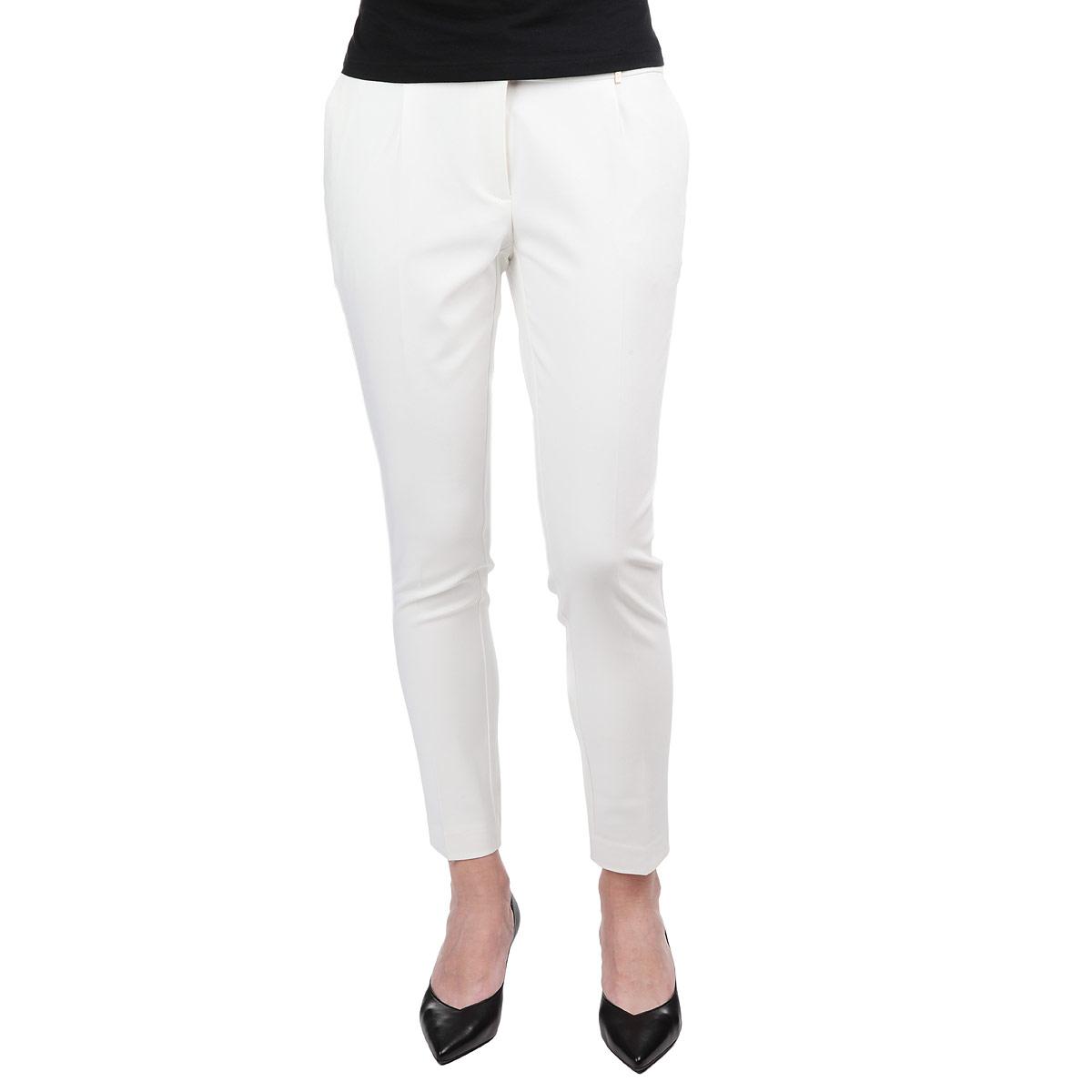 Брюки женские. SSP1907SSP1907BIСтильные женские брюки Top Secret, выполненные из материала высочайшего качества, отлично подойдут на каждый день. Модель стандартной посадки и зауженного книзу кроя застегивается на ширинку на застежке-молнии, а также 2 крючка и пуговицу на поясе. Брюки оформлены имитацией карманов сзади и двумя декоративными застежками-молниями спереди. Спереди брюки дополнены двумя втачными карманами. В комплект входит широкий текстильный пояс в тон брюкам. Эти модные и в тоже время комфортные брюки послужат отличным дополнением к вашему гардеробу. В них вы всегда будете чувствовать себя уютно и уверенно.